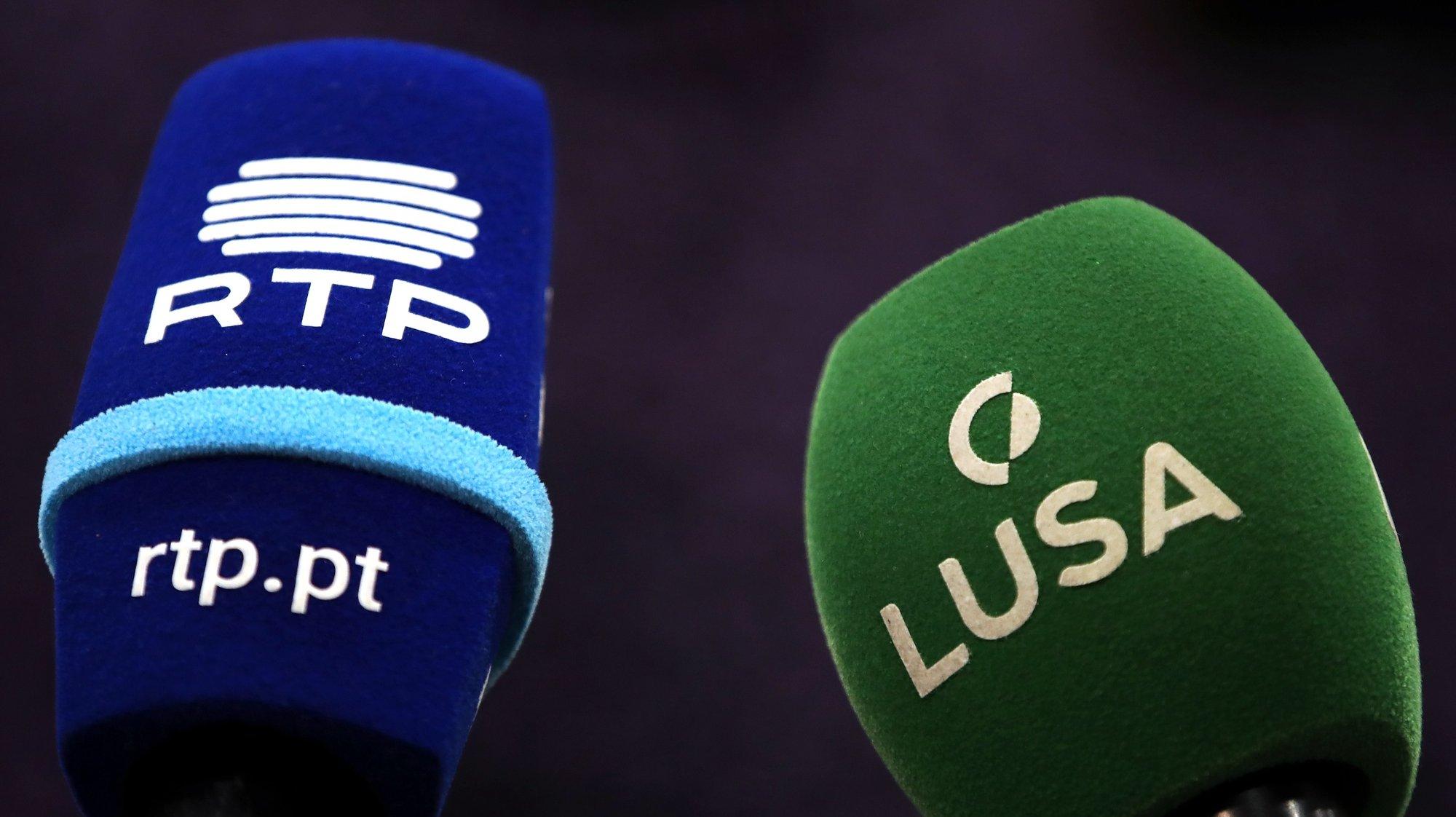 Microfones da RTP e Lusa .     MANUEL DE ALMEIDA/LUSA