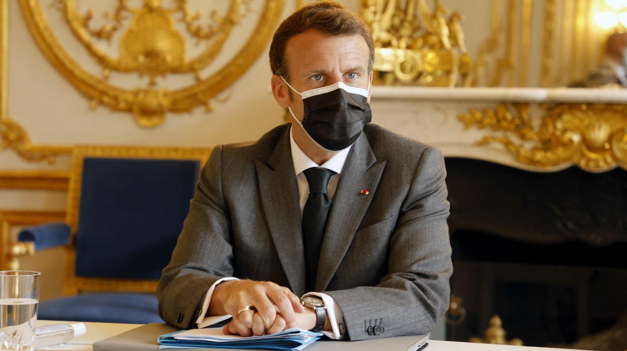 epa09290079 French President Emmanuel Macron attends a meeting with nightclubs owners, at the Elysee Palace, in Paris, France, 21 June 2021.  EPA/LUDOVIC MARIN / POOL  MAXPPP OUT
