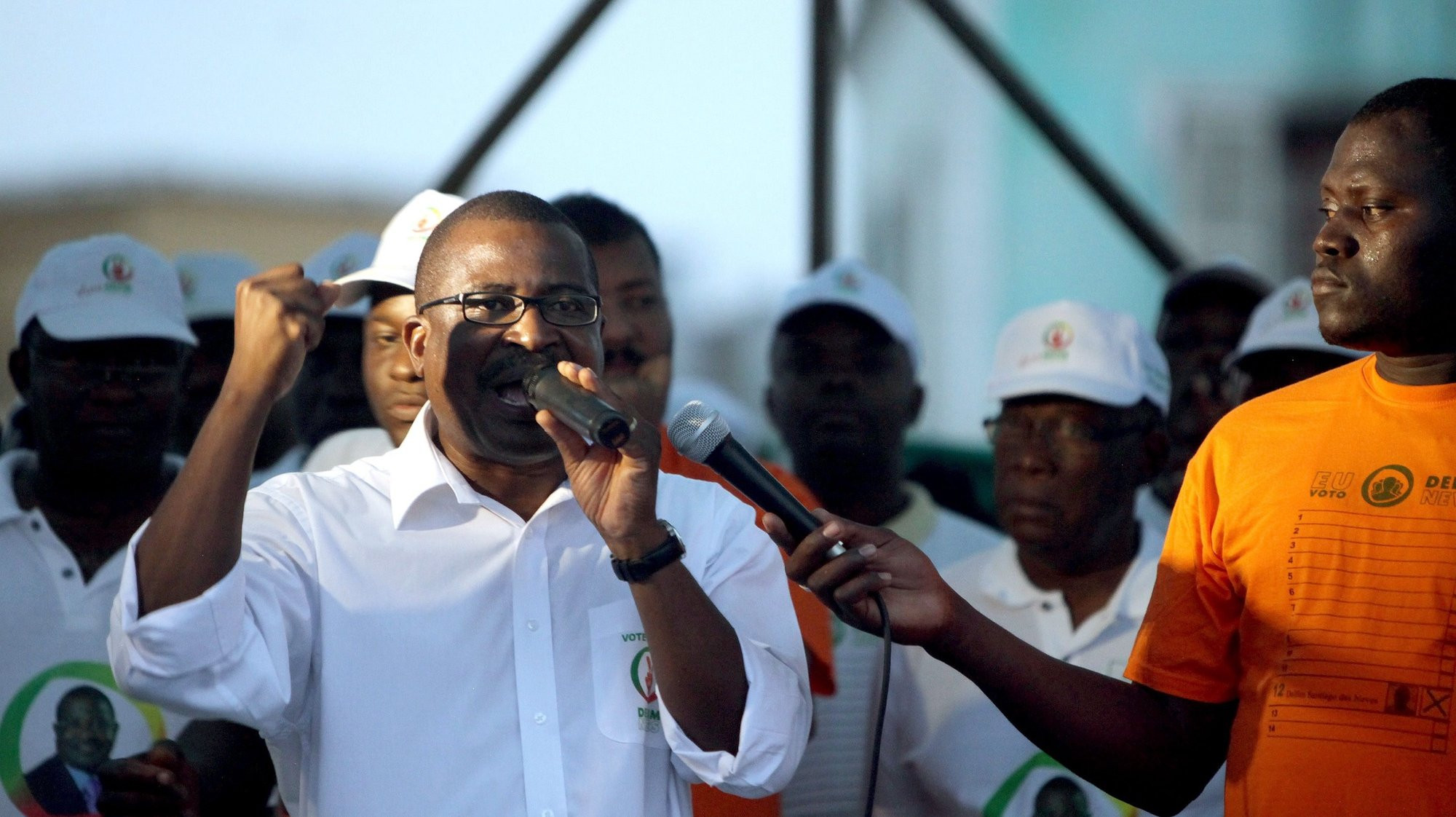 epa02825390 Delfim Neves, independent presidential candidate, delivers a speech during a rally in Sao Tome, Sao Tome and Principe, 15 July 2011. The elections are scheduled for 17 July 2011.  EPA/JOSE COELHO