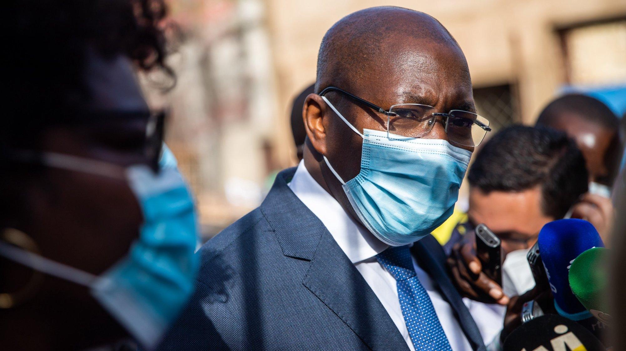 O líder do PAIGC, Domingos Simões Pereira, à saída de uma reunião com o Presidente da República, Marcelo Rebelo de Sousa,na Embaixada de Portugal, no segundo e último dia de visita oficial à Guiné-Bissau, no Palácio Presidencial, em Bissau, na Guiné-Bissau, 18 de maio de 2021. JOSÉ SENA GOULÃO/POOL/LUSA