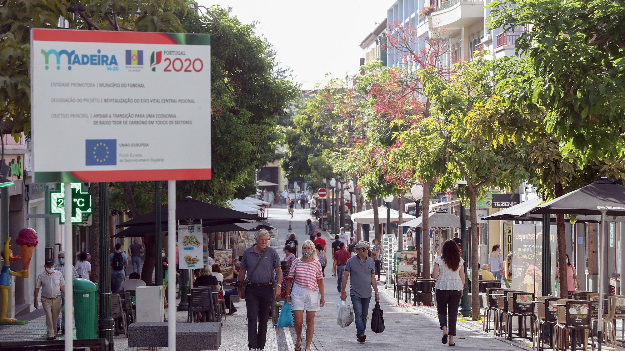Governo Regional da Madeira determinou o uso obrigatório de máscara no espaço público a partir das 00:00 horas de hoje, no Funchal, 1 de agosto de 2020. HOMEM DE GOUVEIA/LUSA