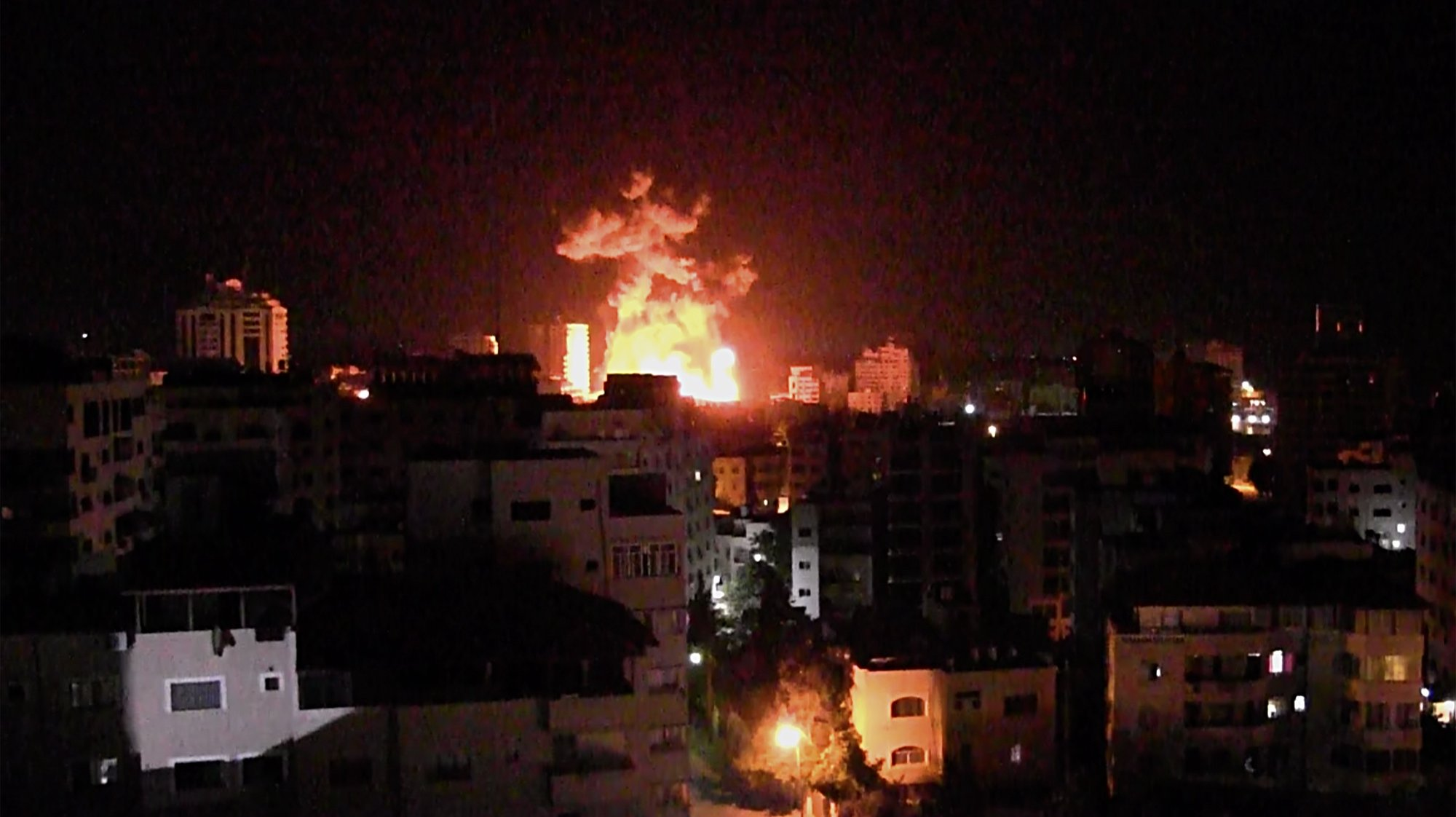 epaselect epa09206071 Smoke rises after an Israeli air strike hits in Gaza City, 17 May 2021. In response to days of violent confrontations between Israeli security forces and Palestinians in Jerusalem, various Palestinian militants factions in Gaza launched rocket attacks since 10 May that killed at least ten Israelis to date. According to the Palestinian Ministry of Health, at least 192 Palestinians, including 58 children, were killed in the recent retaliatory Israeli airstrikes.  EPA/MOHAMMED SABER