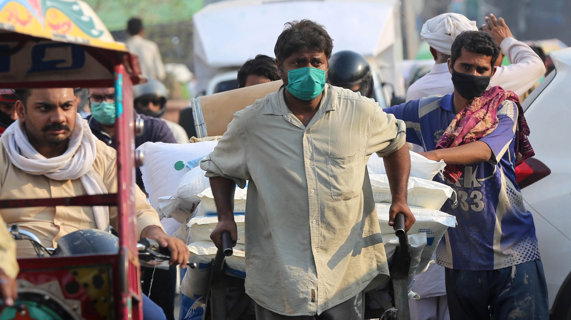 epa08467482 A Pakistani laborer transports products from a closed market during partial lockdown in Lahore, Pakistan, 05 June 2020. Countries around the world are taking increased measures to stem the widespread of the SARS-CoV-2 coronavirus which causes the Covid-19 disease.  EPA/RAHAT DAR