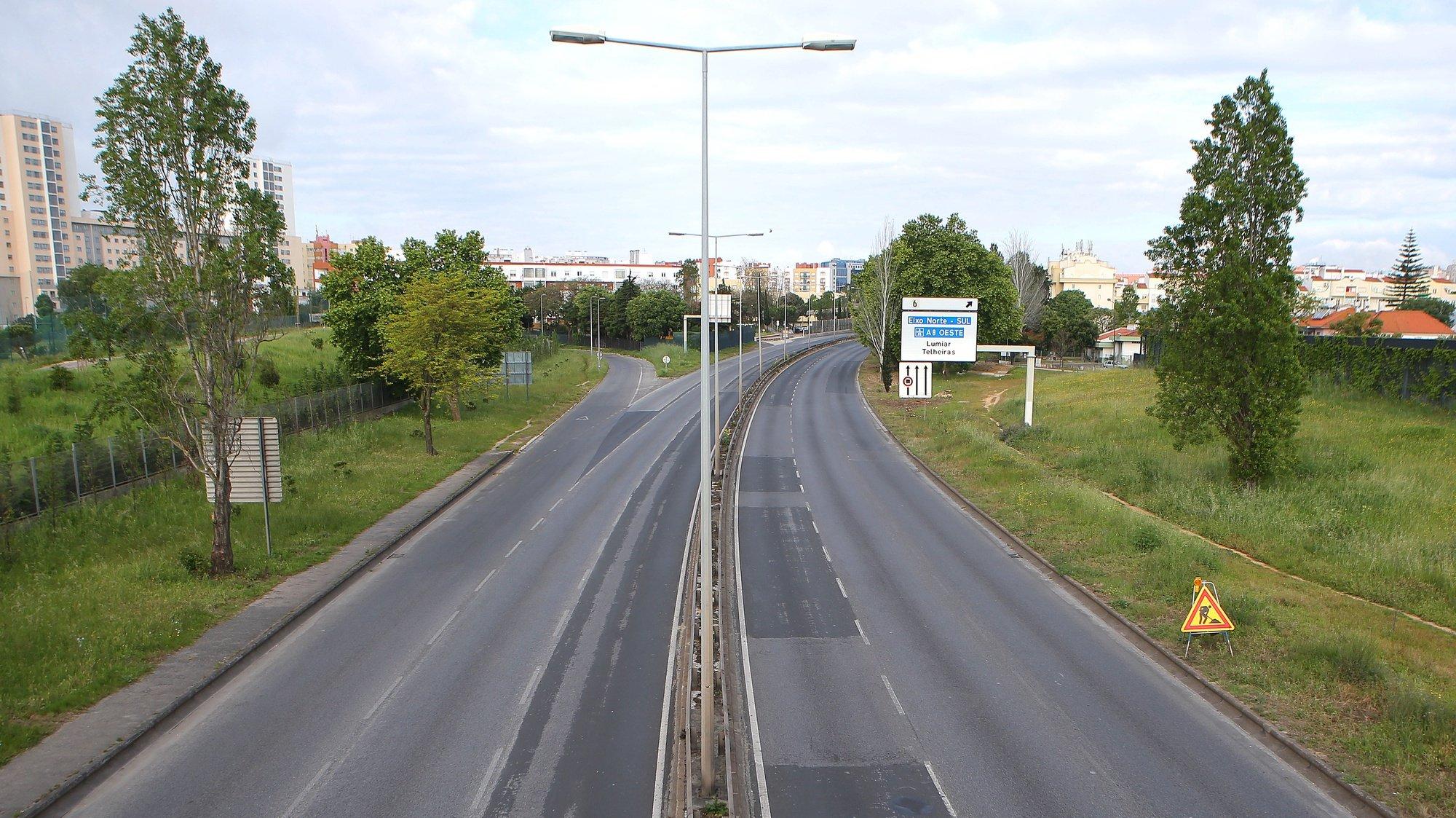Vista geral da Segunda Circular - Avenida Marechal Craveiro Lopes, em Lisboa, 26 de abril de 2020. O terceiro estado de emergência, devido à pandemia de Covid-19, irá prolongar-se até dia 02 de maio, continuando limitada a circulação de pessoas e o confinamento obrigatório. ANTÓNIO PEDRO SANTOS/LUSA