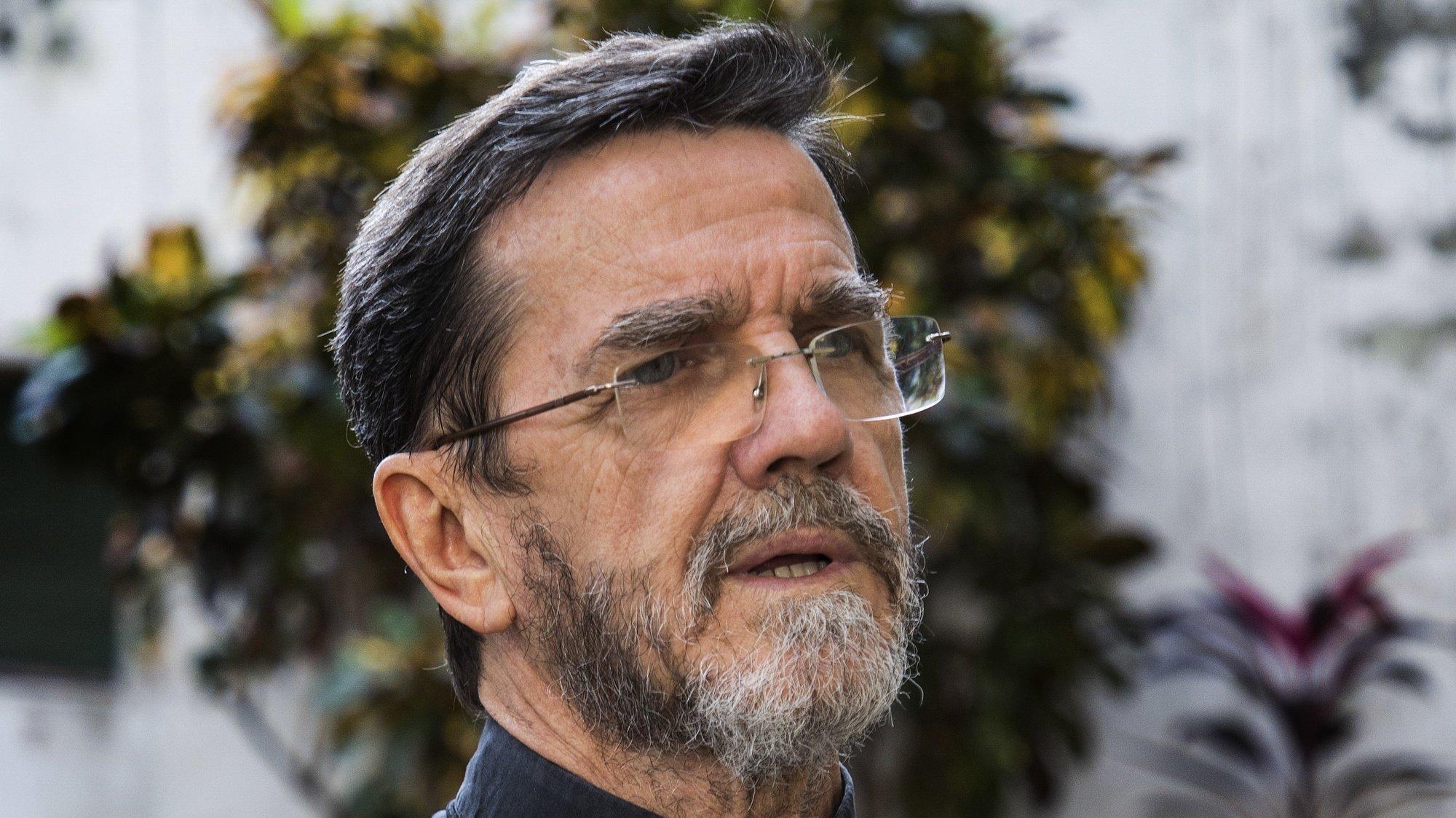 """O bispo de Pemba, Luíz Fernando Lisboa, disse hoje que o mundo ainda não tem ideia do que está a acontecer em Cabo Delgado, norte de Moçambique, onde ataques armados estão a provocar uma crise humanitária que afeta mais de 700.000 pessoas, Pemba, Cabo Delgado, Moçambique, 20 de julho de 2020. """"Não temos ainda a solidariedade que deveria haver"""", disse, apesar de considerar que a situação melhorou nos últimos três meses - em especial, sublinhou, depois de o papa Francisco ter feito referência à situação de Cabo Delgado na missa de domingo de Páscoa. RICARDO FRANCO/LUSA"""