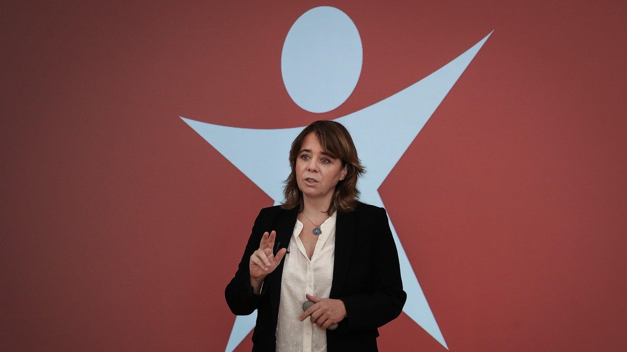 A coordenadora do Bloco de Esquerda (BE), Catarina Martins, intervém na conferência de imprensa sobre a pandemia da covid-19 e medidas de apoio às famílias, na sede do partido em Lisboa, 13 de fevereiro de 2021. MÁRIO CRUZ/LUSA