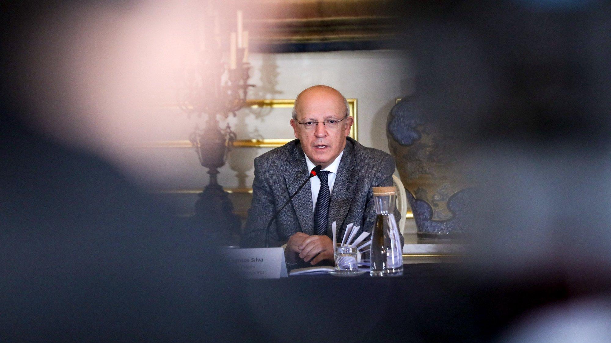 O ministro dos Negócios Estrangeiros, Augusto Santos Silva, intervém no balanço intercalar do Plano de Ação de resposta à pandemia covid-19 entre Portugal, os PALOP e Timor-Leste, esta manhã no Ministério dos Negócios Estrangeiros em Lisboa, 24 de fevereiro de 2021. MIGUEL A. LOPES/LUSA