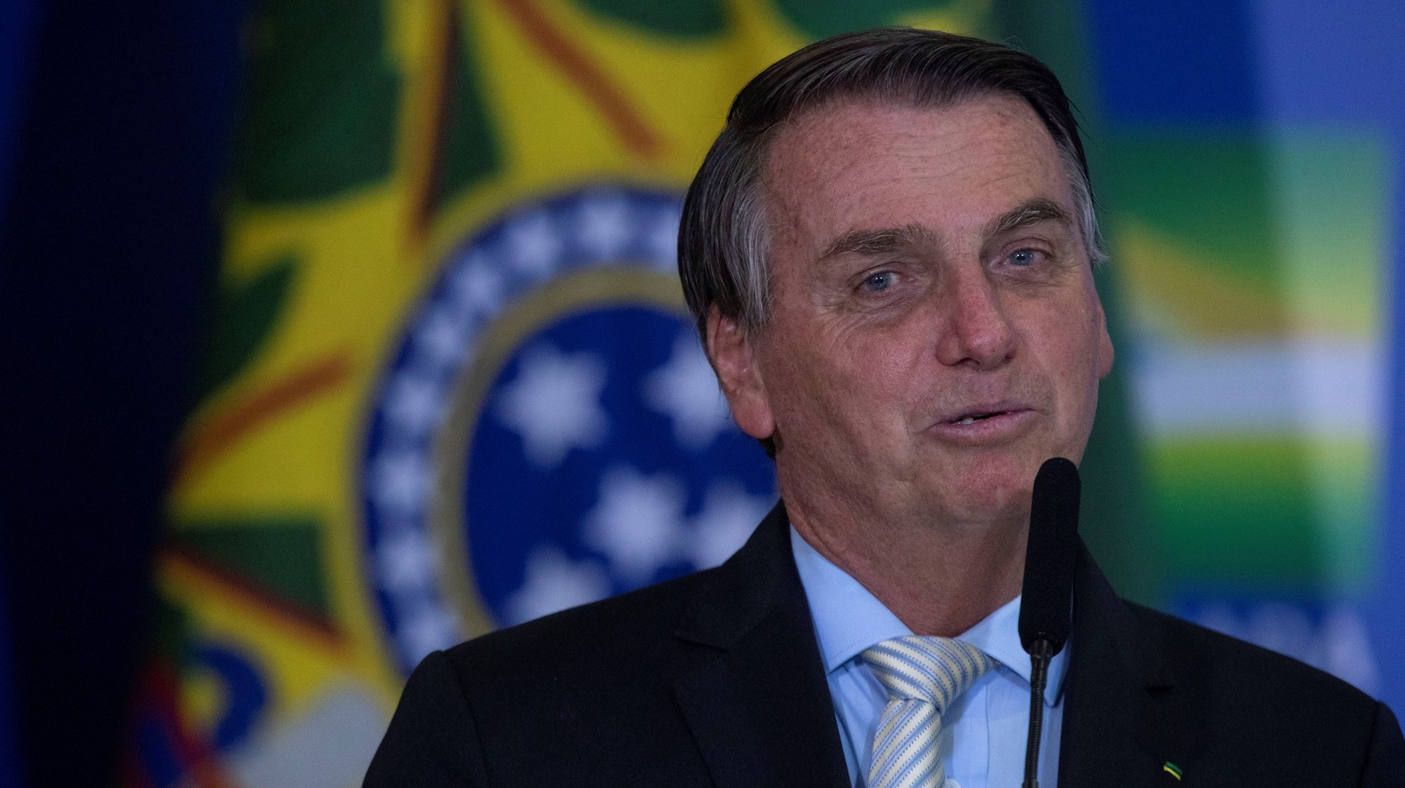 epa09034882 The President of Brazil Jair Bolsonaro during the ceremony of approval of the Central Bank Autonomy Law, in Brasilia, Brazil, 24 February 2021. Brazilian President Jair Bolsonaro renewed his Government with changes in two ministries and sanctioned a law that gives autonomy to the Central Bank, which is part of his objective of liberalizing the country's economy.  EPA/Joedson Alves