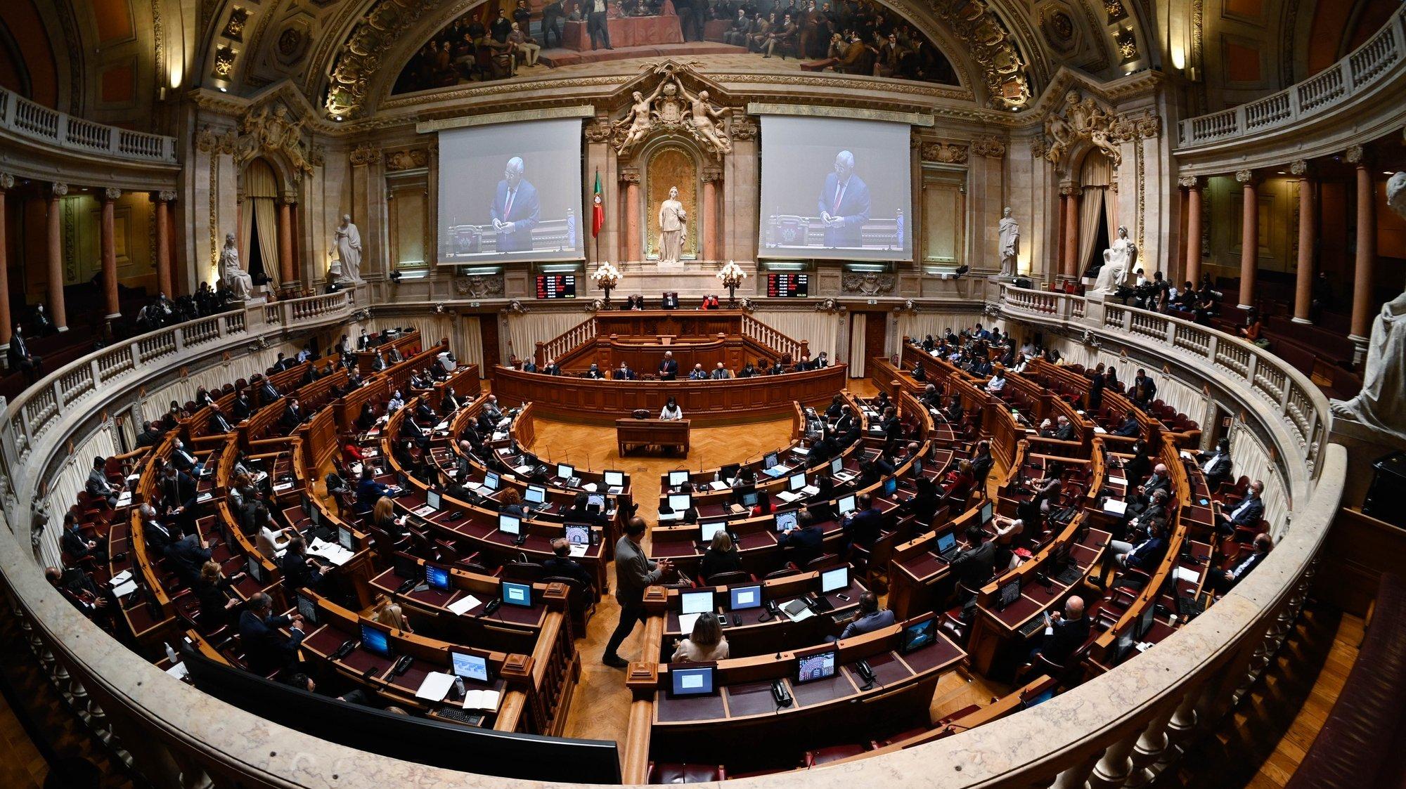 O primeiro-ministro, António Costa, intervém durante o debate parlamentar de discussão na generalidade do Orçamento do Estado para 2021 (OE2021), na Assembleia da República, em Lisboa, 27 de outubro de 2020. ANTÓNIO COTRIM/LUSA