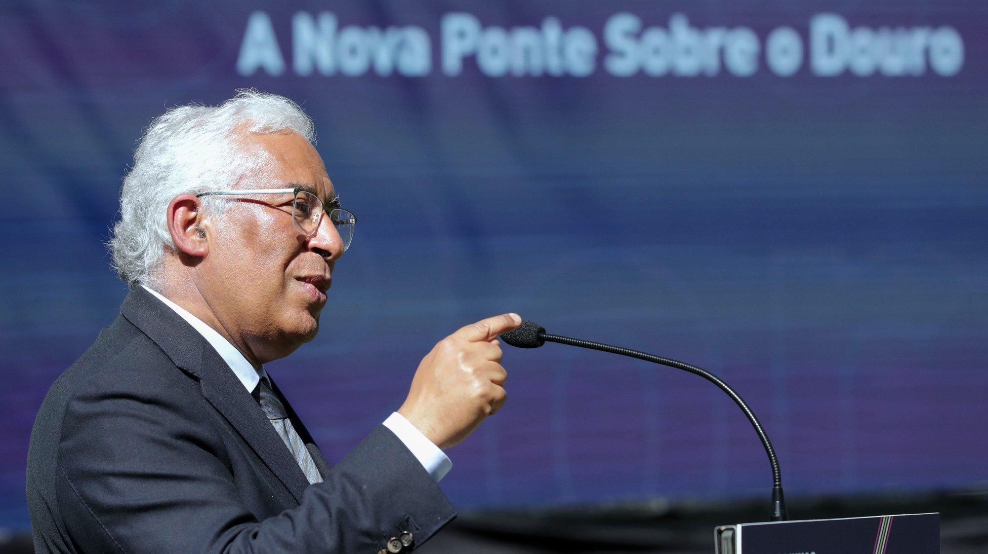 O primeiro-ministro, António Costa, discursa durante a cerimónia de lançamento do concurso público internacional para a nova ponte sobre o Rio Douro realizada nos Jardins do Palácio de Cristal, Porto, 16  de março de 2021. ESTELA SILVA/LUSA