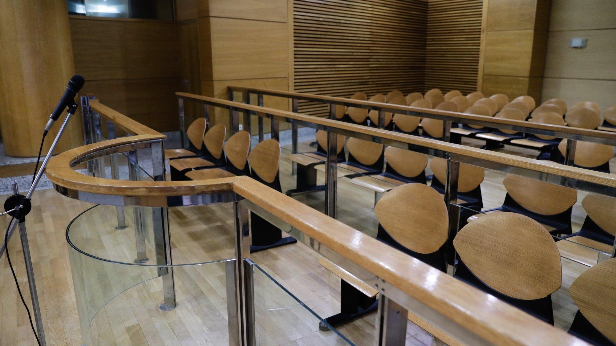 Sala de audiências do Tribunal de Loures onde prossegue o julgamento de Rosa Grilo e António Joaquim, acusados pelo Ministério Público (MP) da coautoria do homicídio do triatleta Luís Grilo, marido da arguida, 17 de setembro de 2019. TIAGO PETINGA/LUSA