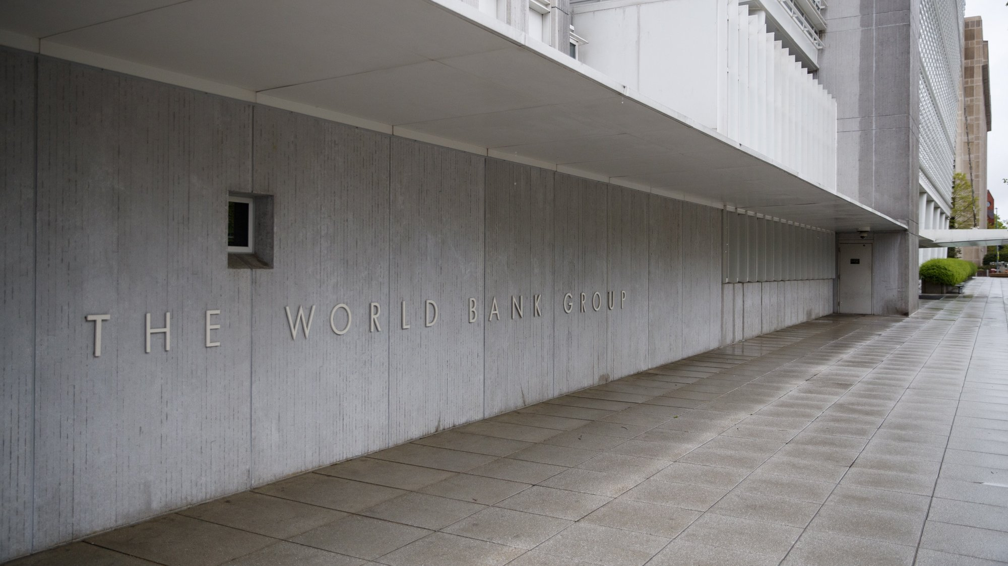 epa08360892 The closed World Bank Group headquarters in Washington, DC, USA, 13 April 2020. The Spring 2020 virtual meetings of the International Monetary Fund (IMF) and World Bank (WB) are taking place this week against the backdrop of a severe global economic contraction triggered by the COVID-19 coronavirus pandemic.  EPA/SHAWN THEW