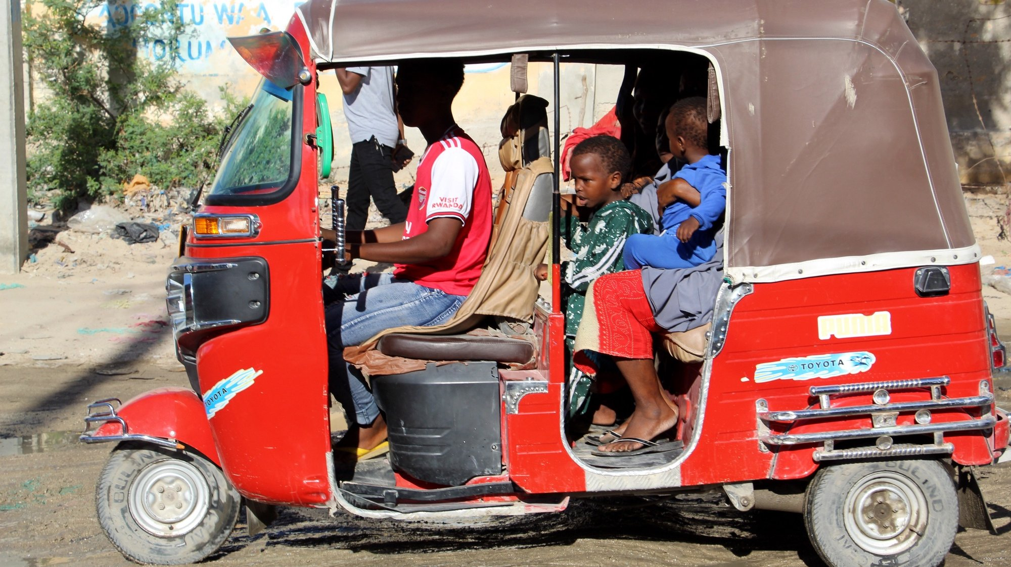 epa09163678 A Somali family preapres to leave in a rickshaw, following clashes between pro Government and oppositon forces, in Mogadishu, Somalia, 27 April 2021. Residents of Mogadishu's northern parts were seen fleeing the area on 27 April fearing more violence, after the clashes of 25 April, where forces loyal to commander Saney Abdulle, a break away military faction, engaged Somali government soldiers. There has been growing opposition to Somalia's term extension by Somali lawmakers in Federal government. The African Union has also voiced its concern over Somalia's lower house of parliament voting to extend the mandate of President Farmaajo.  EPA/SAID YUSUF WARSAME