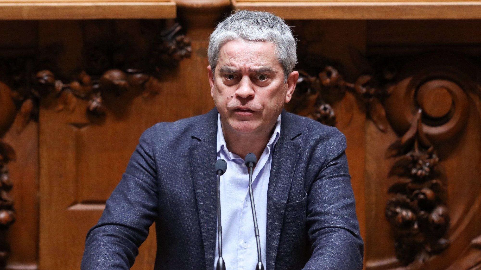 """O deputado do Partido Ecologista """"Os Verdes"""" (PEV) José Luís Ferreira intervém no debate o sobre a participação de Portugal na Cooperação Estruturada Permanente, que decorreu na Assembleia da República, em Lisboa, 31 de março de 2021. ANTÓNIO COTRIM/LUSA"""