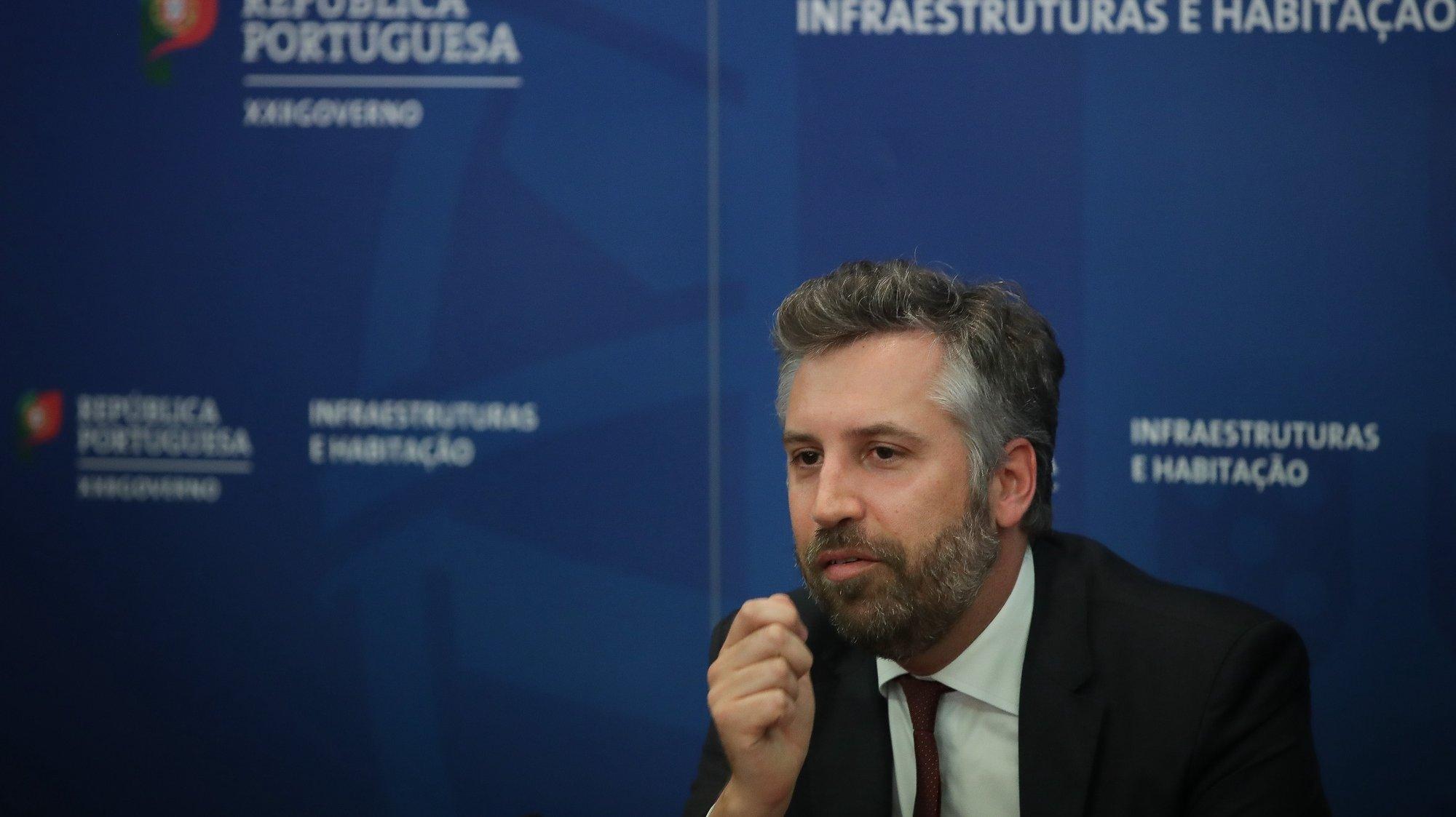 O ministro das Infraestruturas e da Habitação, Pedro Nuno Santos durante uma conferência de imprensa sobre a operação de auxílio à TAP, em Lisboa, 2 de julho de 2020. O Governo aprovou hoje uma resolução que reconhece o interesse público subjacente à operação de auxílio à TAP no valor de até 1.200 milhões de euros e anunciou um acordo entre o Estado e os acionistas da companhia aérea. MÁRIO CRUZ/LUSA