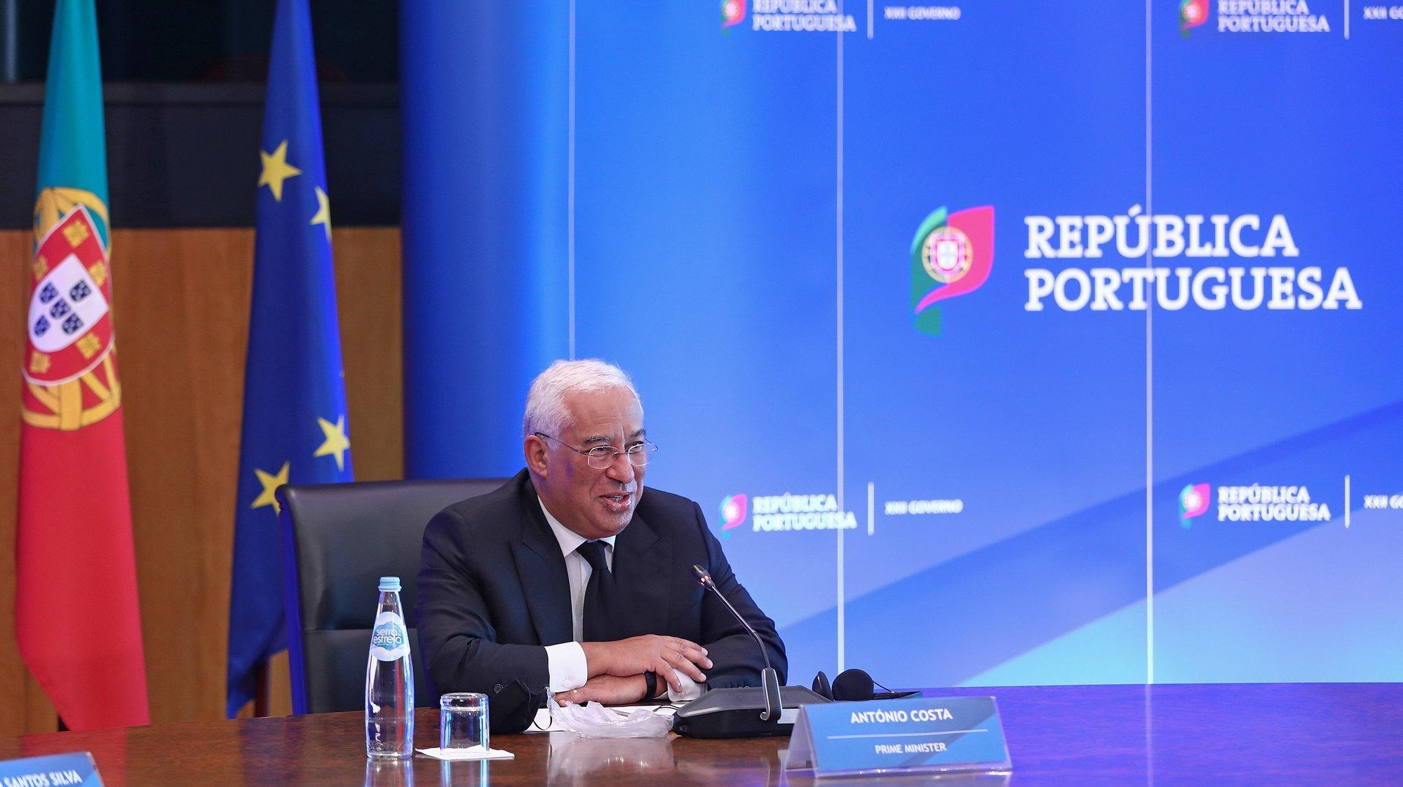 O primeiro-ministro, António Costa, durante uma reunião por videoconferência com o Presidente do Parlamento Europeu, David-Maria Sassoli, em Lisboa 02 de dezembro de 2020. Portugal assumirá a presidência da União Europeia em 01 de janeiro de 2021, sucedendo à Alemanha. ANTÓNIO PEDRO SANTOS/LUSA