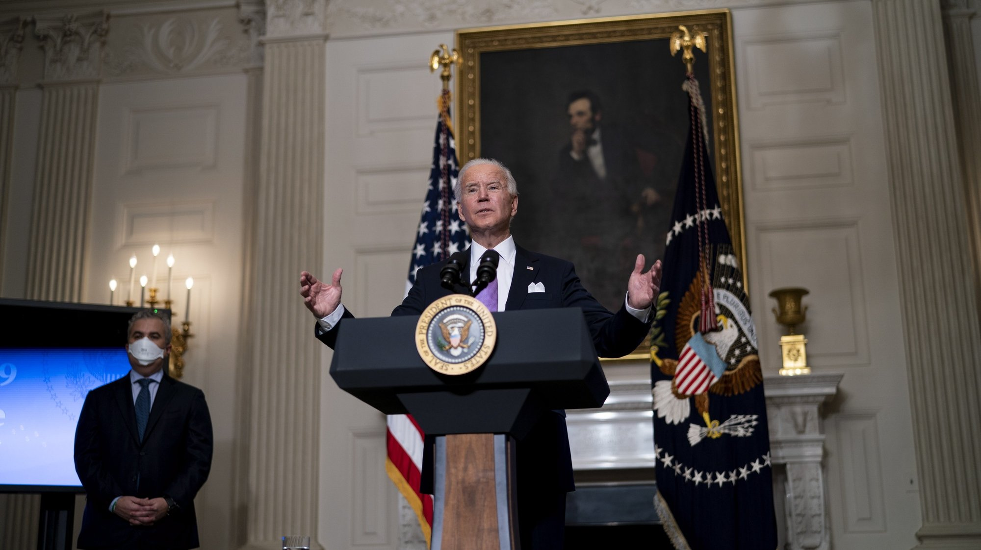 epa08967622 US President Joe Biden delivers remarks on the fight to contain the COVID-19 pandemic in the State Dining Room of the White House, in Washington, DC, USA, 26 January 2021. With Biden is COVID-19 task force coordinator Jeff Zients.  EPA/Doug Mills / POOL