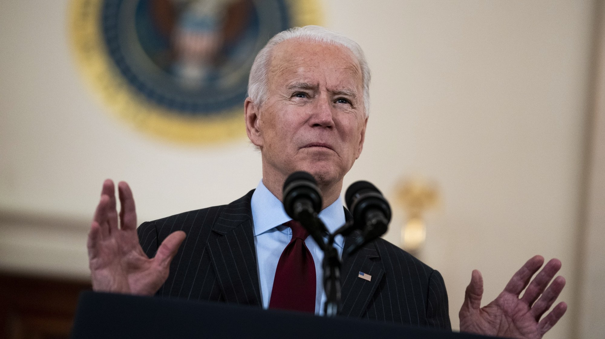epa09030529 US President Joe Biden delivers remarks on the lives lost to COVID-19 in the Cross Hall of the White House, in Washington, DC, USA, 22 February 2021.  EPA/Doug Mills / POOL