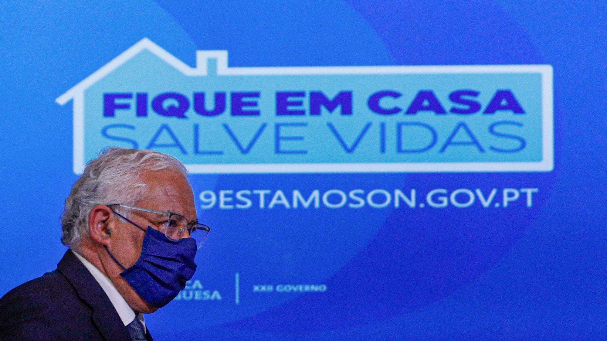 O primeiro-ministro, António Costa, intervem durante  o briefing da Reunião do Conselho de Ministros, no Palácio da Ajuda, em Lisboa,  26 de fevereiro de 2021. A renovação do estado de emergência, o 12.º desde o início da pandemia de covid-19, foi aprovada com os votos a favor de PS, PSD, CDS, PAN e da deputada não inscrita Cristina Rodrigues, os votos contra de PCP, Os Verdes, Iniciativa Liberal, Chega e Joacine Katar Moreira e a abstenção do Bloco de Esquerda. ANTÓNIO COTRIM/LUSA