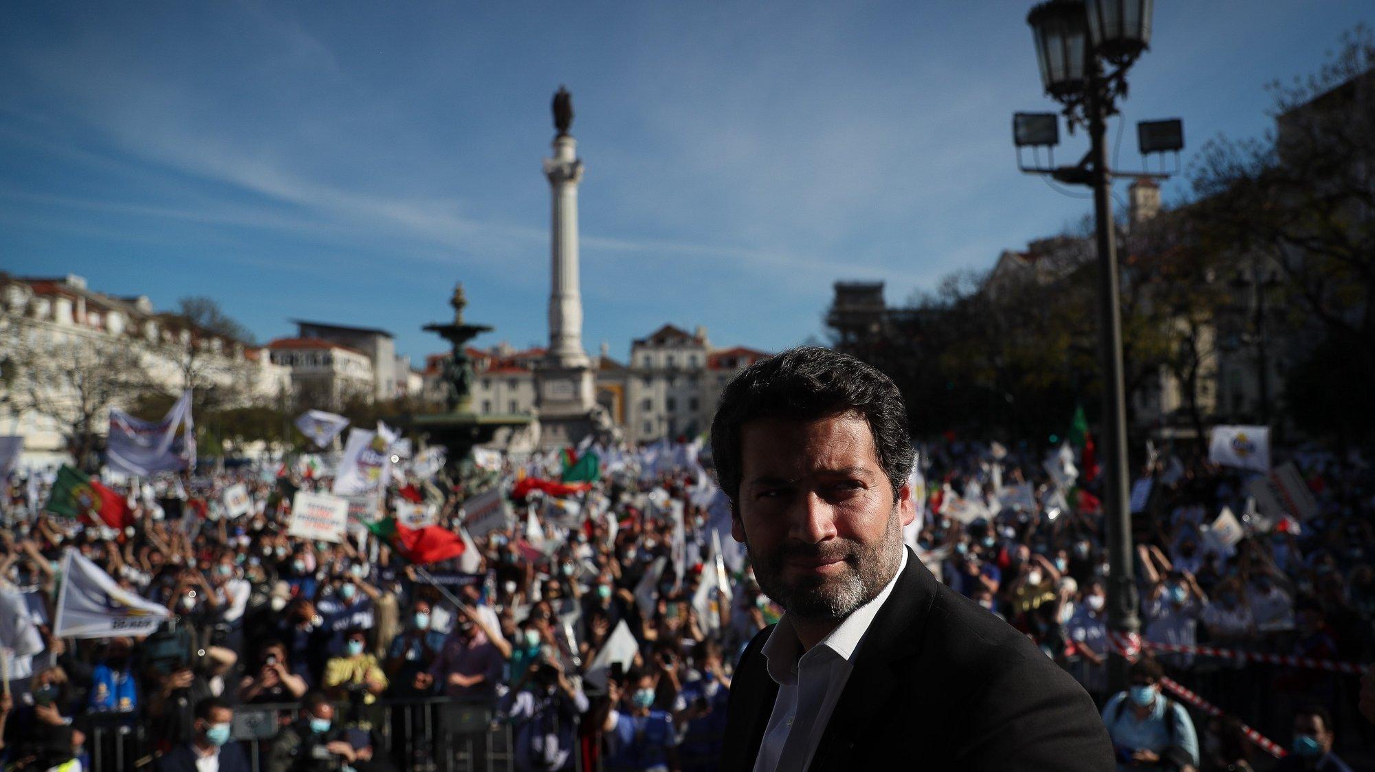 O líder do Chega, André Ventura, participa na manifestação contra a ilegalização do partido, em Lisboa, 18 de abril de 2021. MÁRIO CRUZ/LUSA