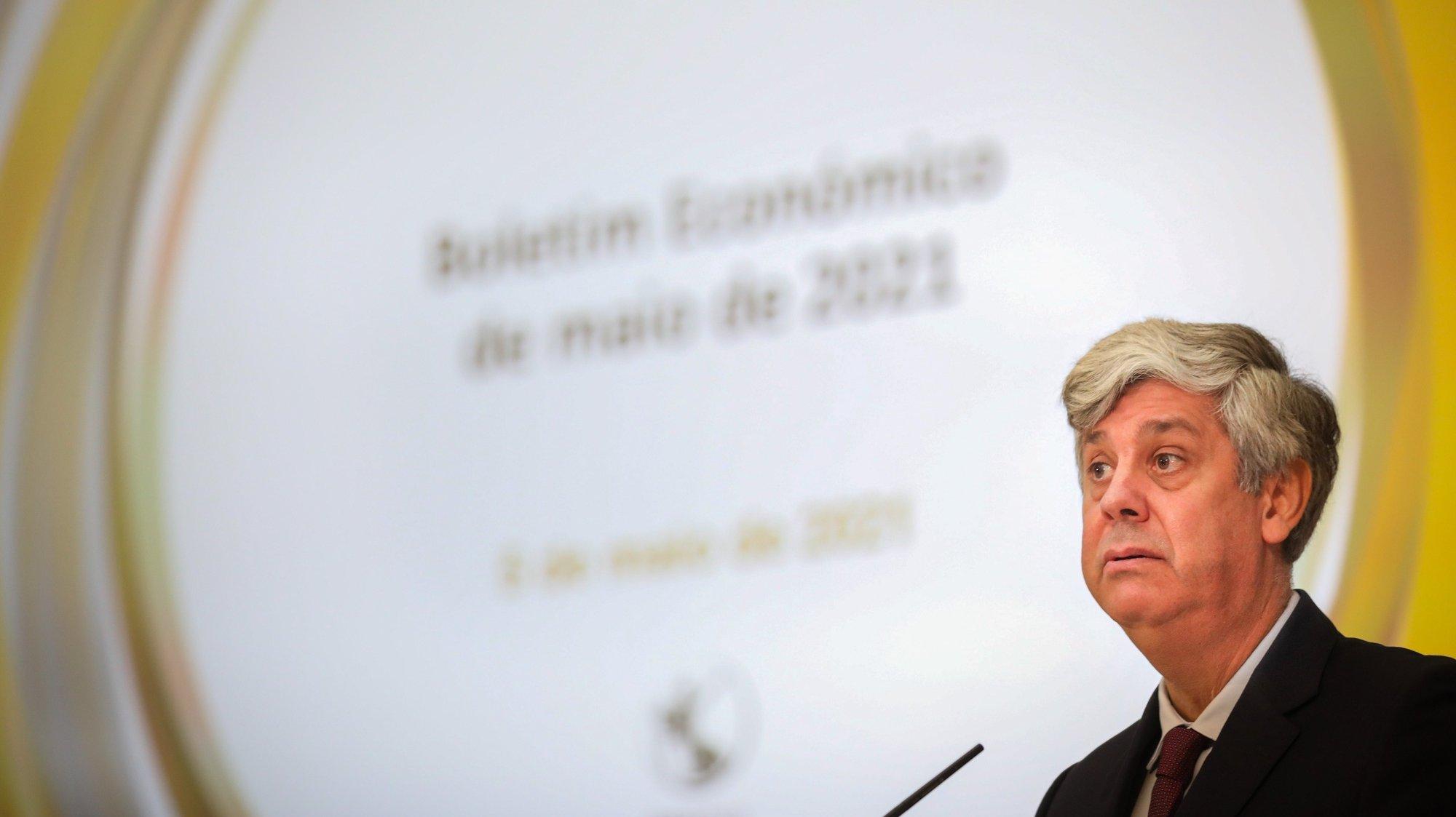 O governador do Banco de Portugal (BdP), Mário Centeno, durante uma conferência de imprensa do Boletim Económico, onde faz uma análise aprofundada da evolução da economia portuguesa em 2020,  em Lisboa, 05 de maio de 2021. ANDRÉ KOSTERS/LUSA