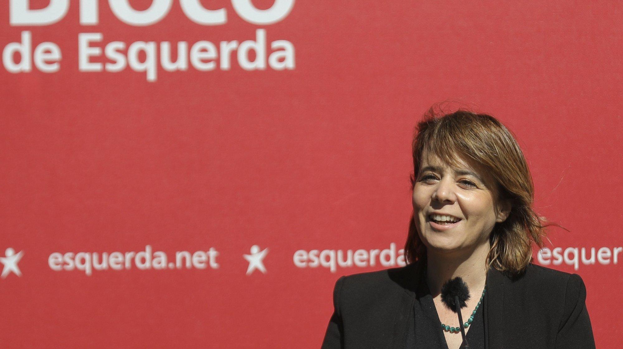 A coordenadora do Bloco de Esquerda (BE), Catarina Martins, intervém na apresentação de Deolinda Martin (ausente da fotografia) como candidata à Câmara Municipal da Amadora pelo Bloco de Esquerda, na Amadora, 03 de junho de 2021. MIGUEL A. LOPES/LUSA