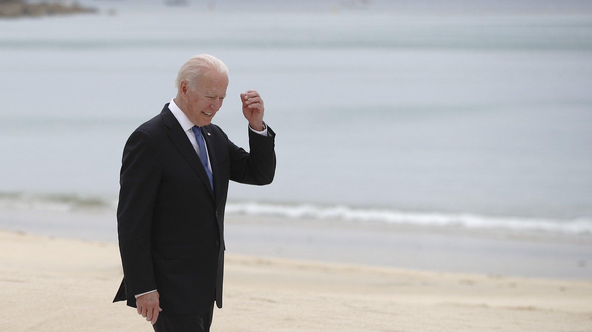 epa09262263 US President Joe Biden walks along the boardwalk during the G7 summit in Carbis Bay, Cornwall, Britain, 11 June 2021.  EPA/PHIL NOBLE / POOL
