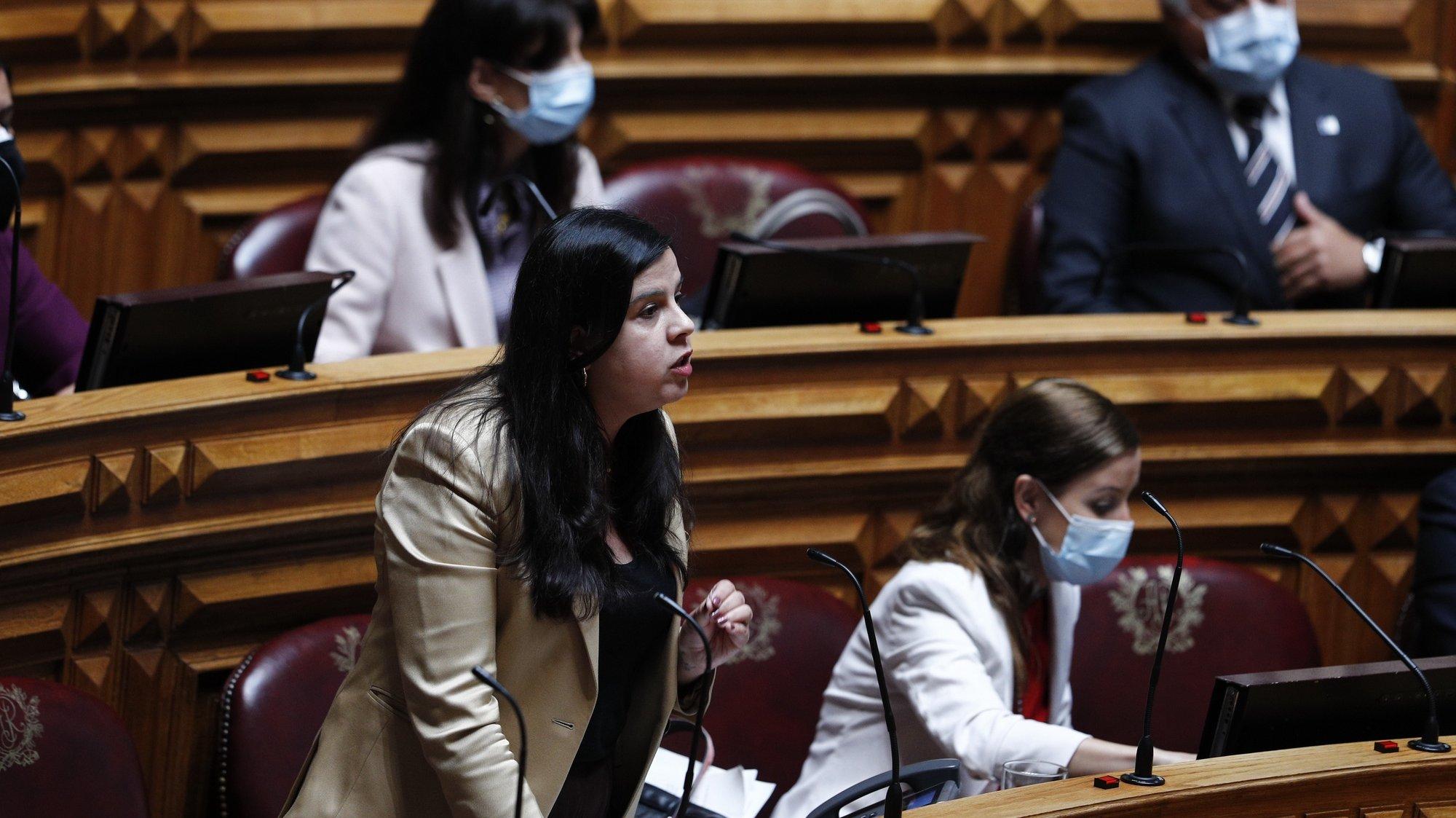 A deputada do PAN - Pessoas Animais Natureza, Inês Sousa Real, intervém durante o debate parlamentar sobre o estado da Nação, na Assembleia da República, em Lisboa, 21 de julho de 2021. ANTÓNIO COTRIM/LUSA