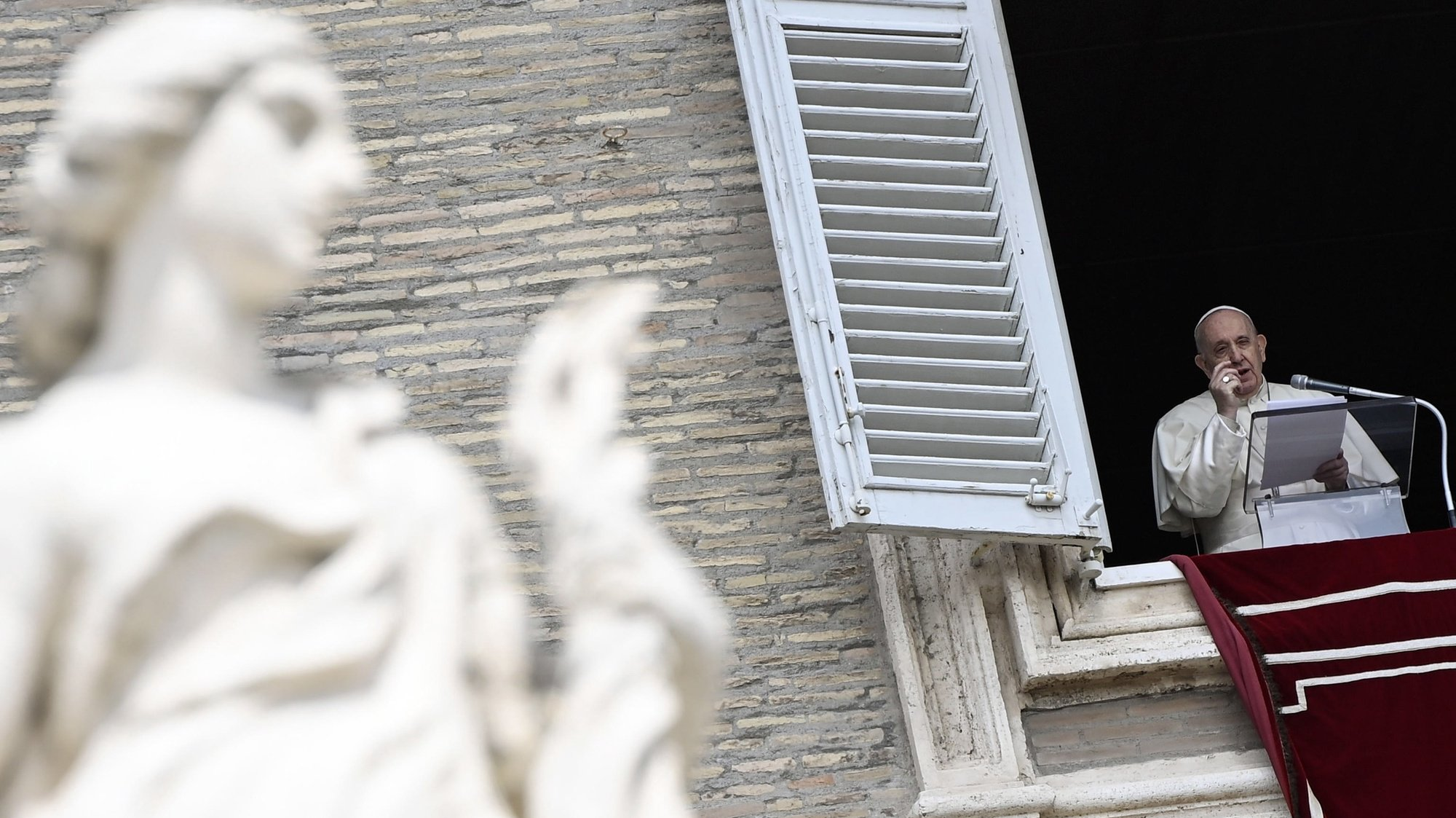 epa09142917 Pope Francis leads his Sunday Regina Coeli prayer from the window of his office overlooking Saint Peter's Square, Vatican City, 18 April 2021.  EPA/RICCARDO ANTIMIANI