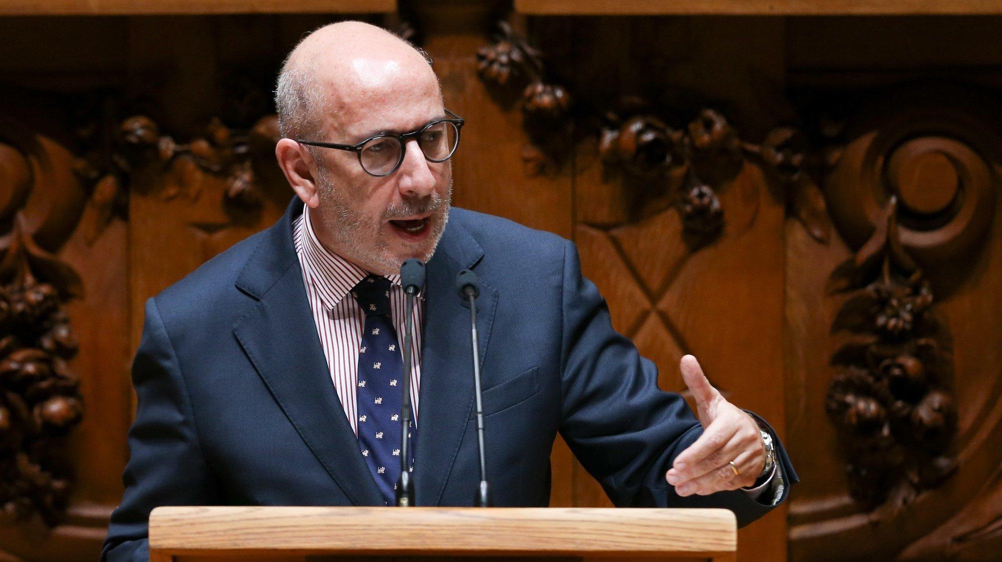O deputado do Centro Democrático Social - Partido Popular (CDS-PP), Telmo Correia, fala durante a sessão plenária de debate sobre o pedido de autorização de renovação do Estado de Emergência realizado na Assembleia da República, em Lisboa, 11 de março de 2021.  MANUEL DE ALMEIDA/LUSA