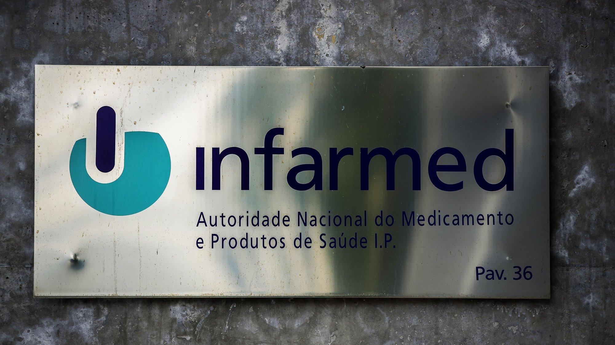 Placa do Infarmed – Autoridade Nacional do Medicamento e Produtos de Saúde, I.P., na sede do Infarmed, em Lisboa, 22 de fevereiro de 2021. JOSÉ SENA GOULÃO/LUSA