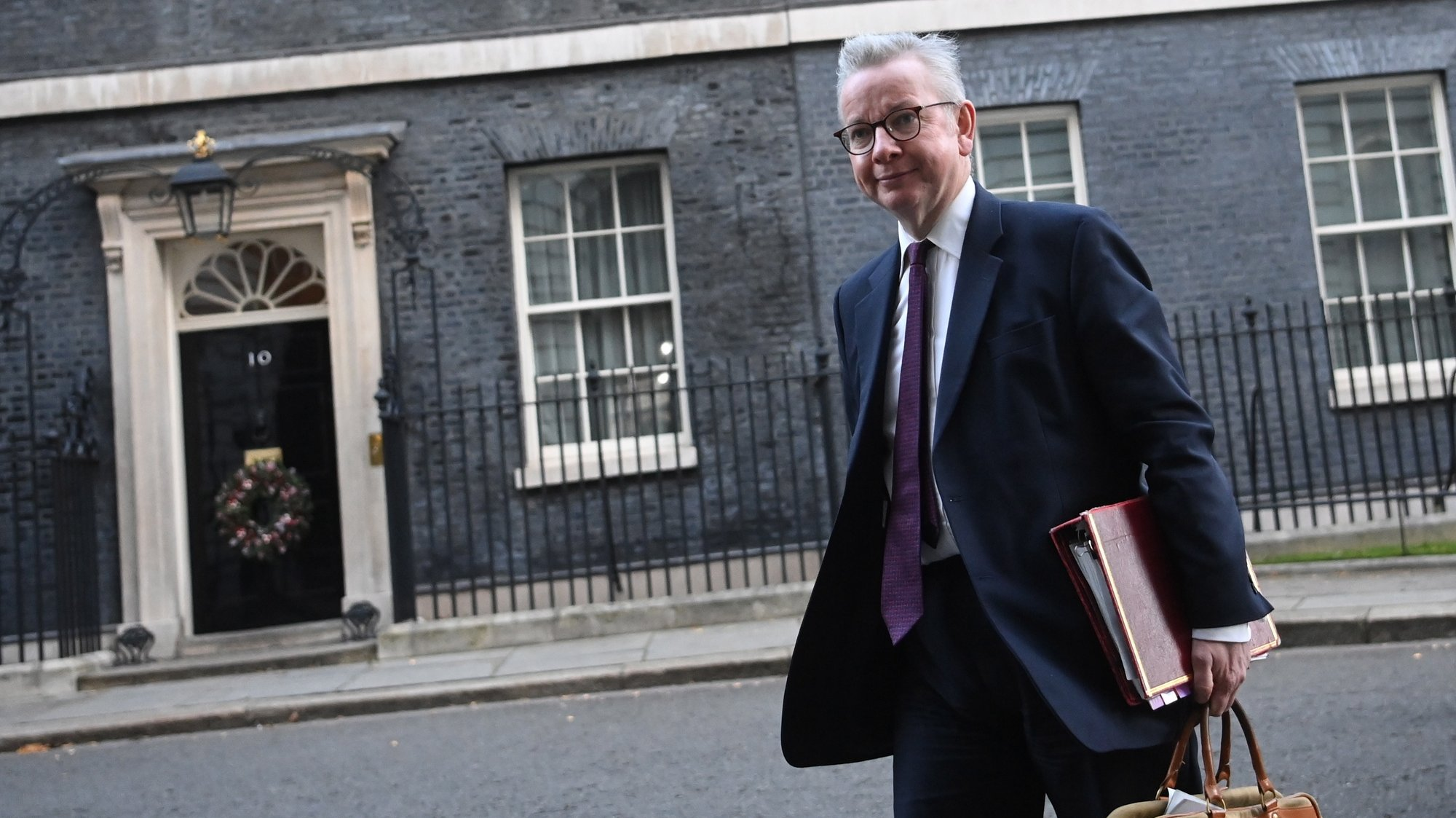 epa08854284 Britain's Chancellor of the Duchy of Lancaster Michael Gove arrives to attend a cabinet meeting in London, Britain 01 December 2020. A second UK national lockdown is due to on 02 December 2020.  EPA/NEIL HALL