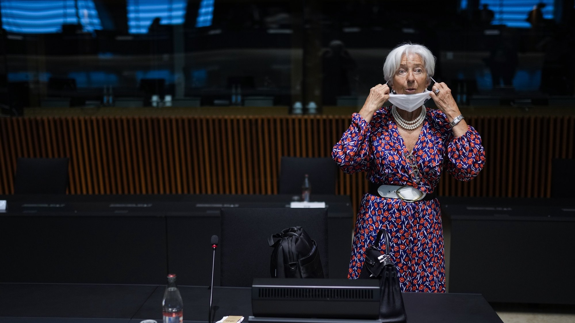 epa09279777 European Central Bank (ECB) President Christine Lagarde adjusts his protective face mask as she arrives to a meeting of Eurogroup Finance Ministers at the European Council building in Luxembourg, 17 June 2021.  EPA/FRANCISCO SECO / POOL