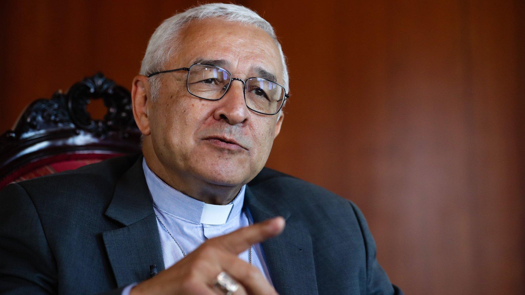 O novo presidente da Conferência Episcopal Portuguesa e bispo de Setúbal, José Ornelas Carvalho, fala durante uma entrevista à agência Lusa, em Almada, 19 de junho de 2020. (ACOMPANHA TEXTO DA LUSA DE 20 DE JUNHO DE 2020). TIAGO PETINGA/LUSA