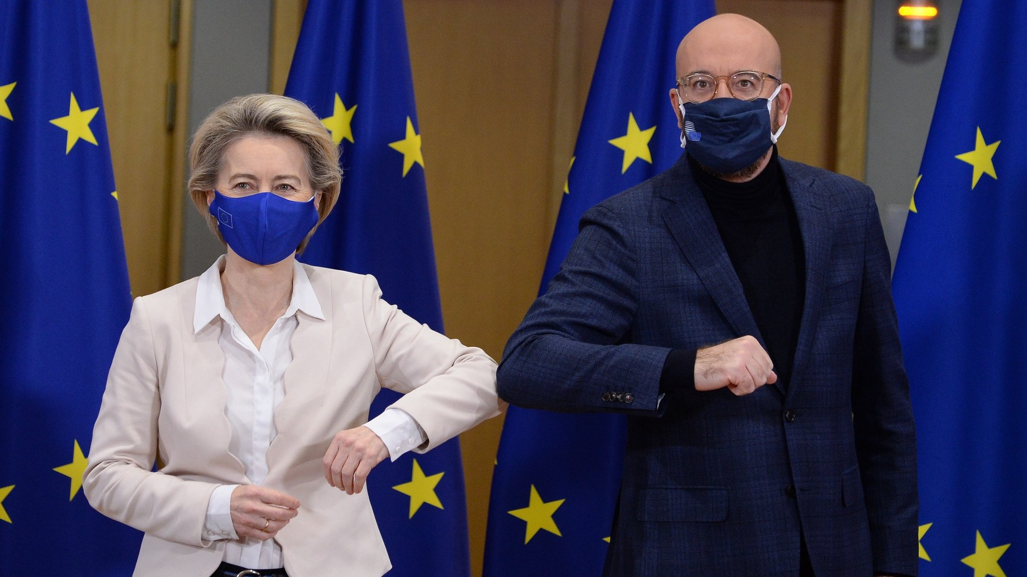 epa08910818 European Commission President Ursula von der Leyen (L) and European Council President Charles Michel bump elbows after signing Brexit trade agreement due to come into force on 01 January 2021, in Brussels, Belgium, 30 December 2020.  EPA/JOHANNA GERON / POOL