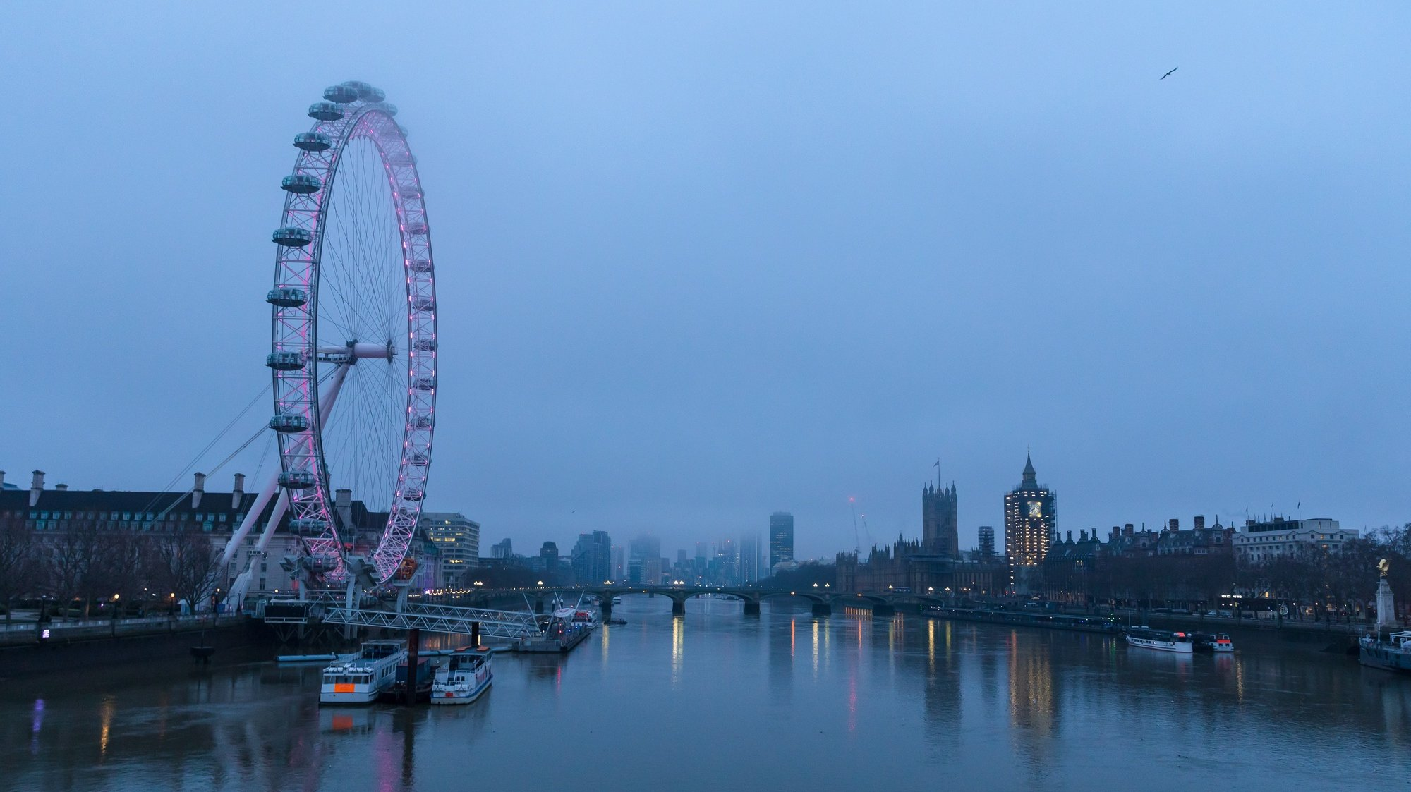 epa08913916 The London Eye and Big Ben on the River Thames seen at dawn in Westminster, London, Britain, 01 January 2021. Britain left the European Union at 11pm on 31 December 2020.  EPA/VICKIE FLORES