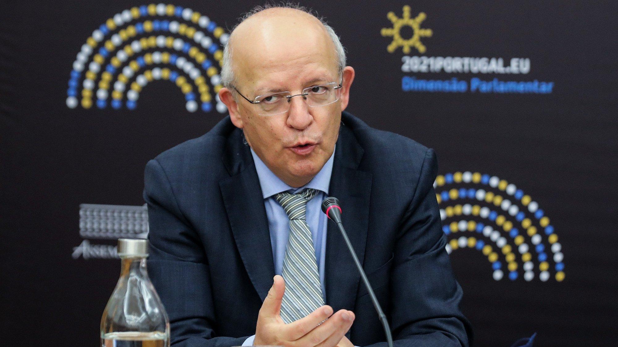 O ministro dos Negócios Estrangeiros, Augusto Santos Silva, durante a audição na Comissão de Negócios Estrangeiros e Comunidades Portuguesas esta tarde na Assembleia da República em Lisboa, 23 de fevereiro de 2021. MIGUEL A. LOPES/LUSA