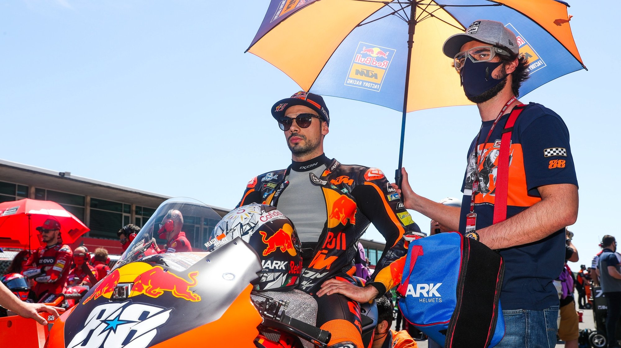 epa09143377 Portuguese rider of Red Bull KTM Factory Racing team, Miguel Oliveira on the grid prior to the MotoGP Motorcycling Grand Prix of Portugal at Algarve International race track in Portimao, southern Portugal, 18 April 2021.  EPA/JOSE SENA GOULAO