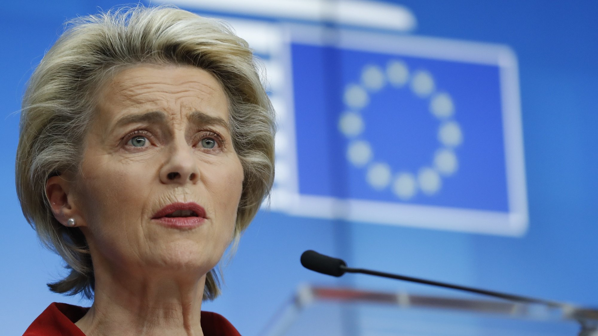epa08784749 European Commission President Ursula Von Der Leyen gives a press briefing at the end of European council mainly focused on COVID-19 crisis, in Brussels, Belgium, 29 October 2020.  EPA/OLIVIER HOSLET / POOL