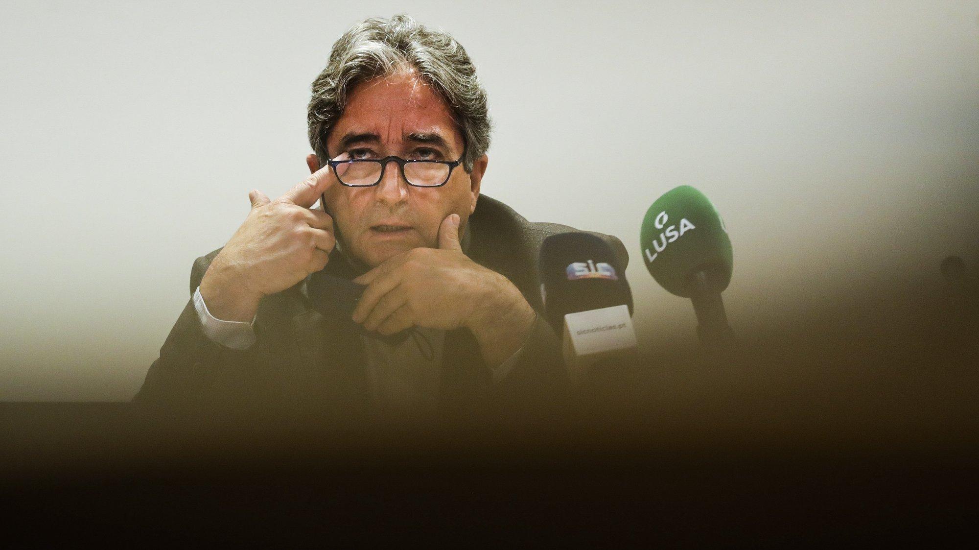 O ministro do Mar, Ricardo Serrão Santos, faz um ponto da situação sobre as possibilidades de captura da sardinha até ao final de 2021 numa conferência de imprensa na sede do ministério em Lisboa, 18 de junho de 2021. TIAGO PETINGA/LUSA