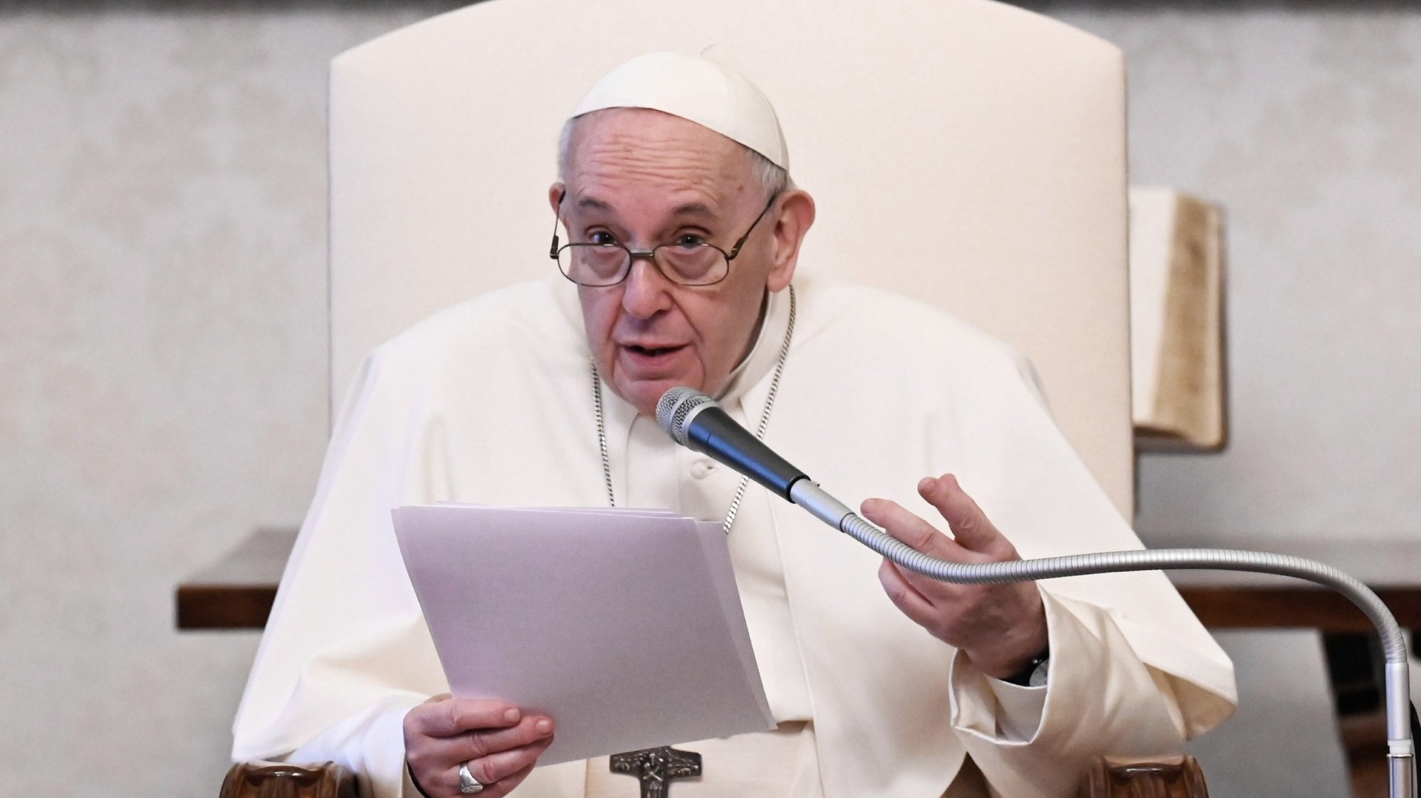 epa09164778 A handout picture made available by Vatican Media Press Office shows Pope Francis giving the General Audience in the library of the Apostolic Palace, Vatican City, 28 April 2021.  EPA/VATICAN MEDIA HANDOUT  HANDOUT EDITORIAL USE ONLY/NO SALES