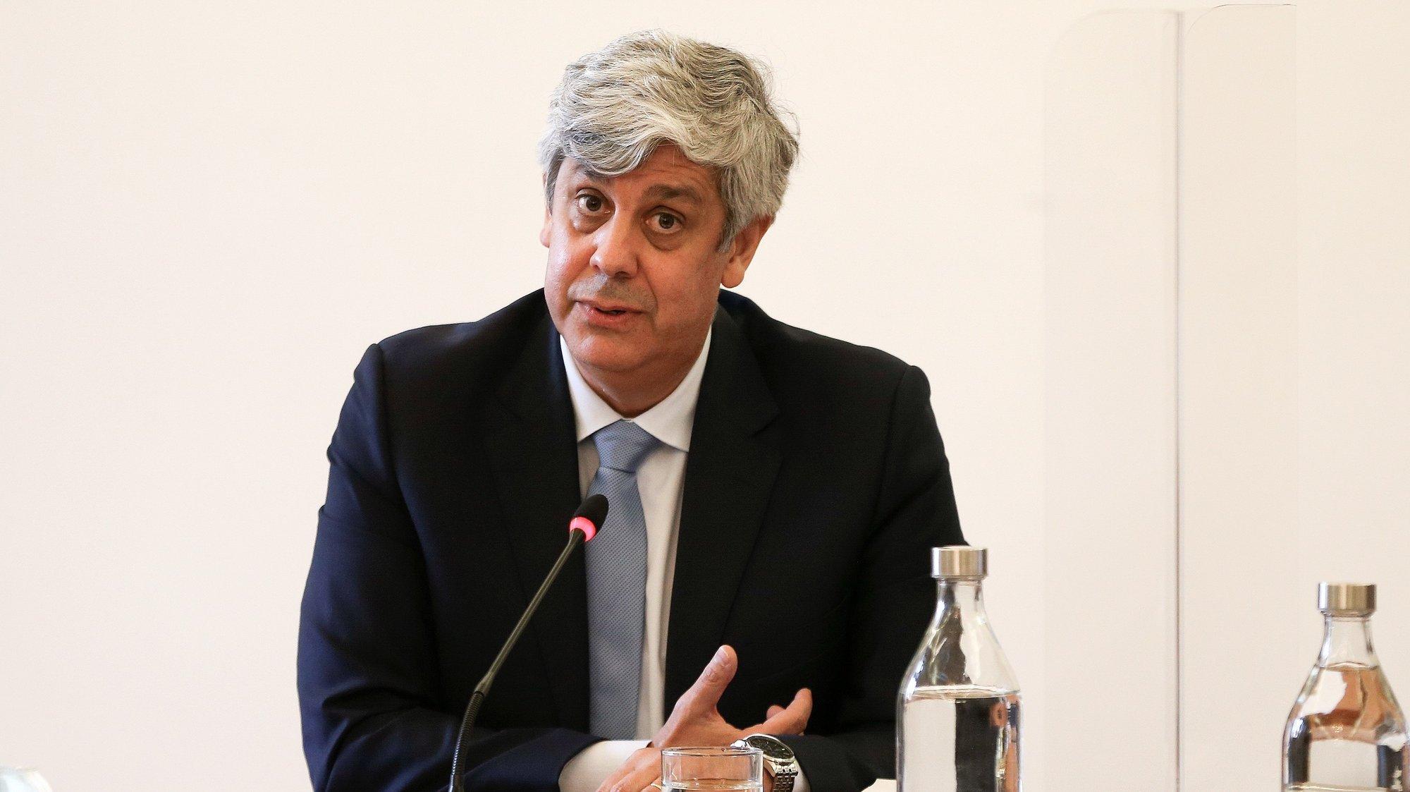 O governador do Banco de Portugal (BdP) e ex-ministro das Finanças, Mário Centeno, durante a sua audição na Comissão Eventual de Inquérito Parlamentar às perdas registadas pelo Novo Banco e imputadas ao Fundo de Resolução, na Assembleia da República, em Lisboa, 18 de maio de 2021. MANUEL DE ALMEIDA / LUSA