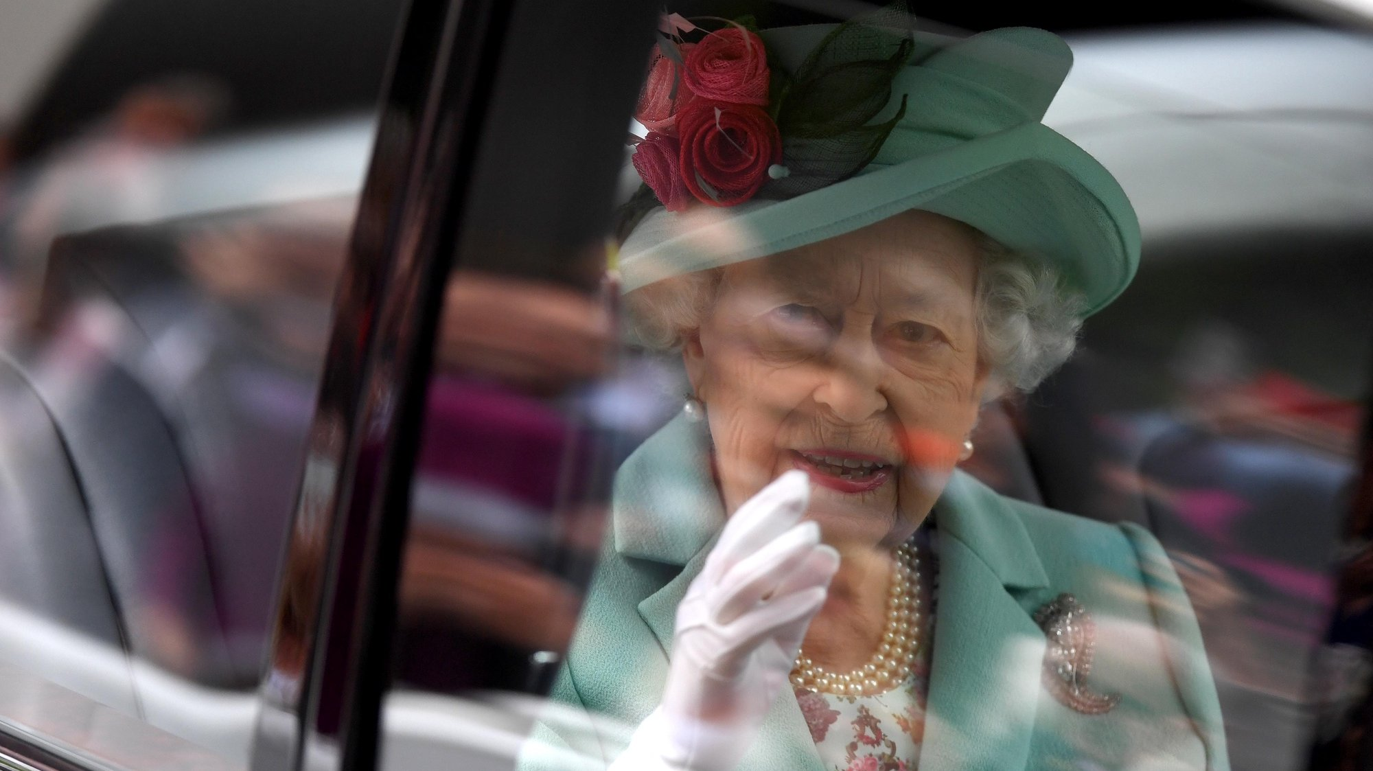 epa09285566 Britain's Queen Elizabeth II arrives to attend day five of Royal Ascot, in Ascot, Britain, 19 June 2021. Royal Ascot is Britain's most valuable horse race meeting and social event running daily from 15 to 19 June 2021.  EPA/NEIL HALL