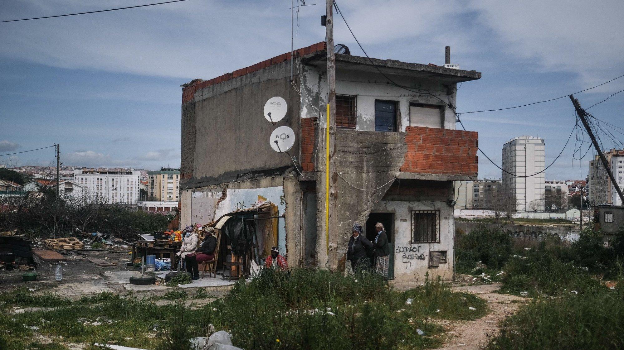Uma das últimas habitações do bairro 6 de maio, Amadora, 12 de março de 2021. O bairro 6 de Maio é um núcleo precário de habitação, que integrou o PER – Programa Especial de Realojamento, lançado em 1993, em que foram recenseadas 446 famílias, a erradicação do bairro encontra-se na fase final. (ACOMPANHA TEXTO DO DIA  19 MARÇO 2021 ) MÁRIO CRUZ/LUSA