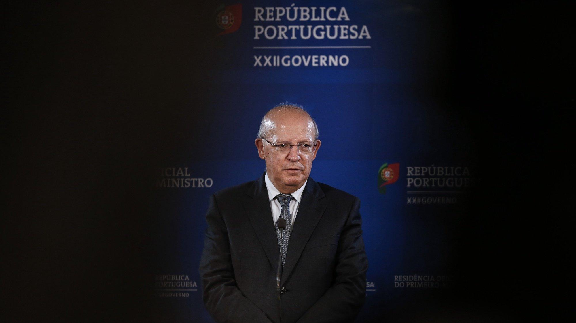 O ministro dos Negócios Estrangeiros, Augusto Santos Silva, em declarações à comunicação social após a reunião da comissão permanente de concertação social para preparação do conselho europeu, em Lisboa, 21 de abril de 2020. RODRIGO ANTUNES/LUSA