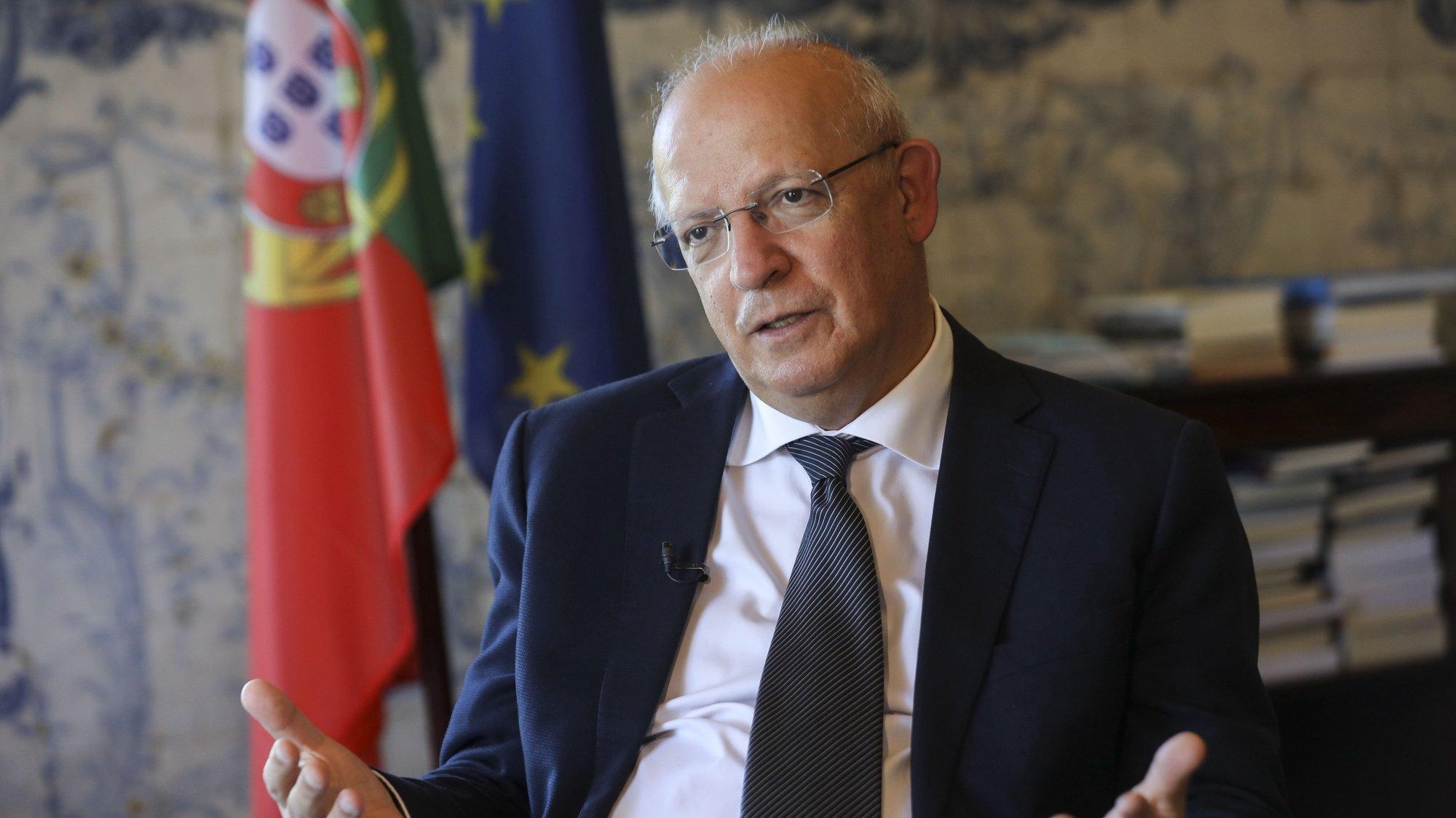Entrevista ao ministro dos Negócios Estrangeiros, Augusto Santos Silva, no Ministério dos Negócios Estrangeiros, em Lisboa, 19 de junho de 2020. (ACOMPANHA TEXTO DE 20 DE JUNHO DE 2020). MIGUEL A. LOPES/LUSA