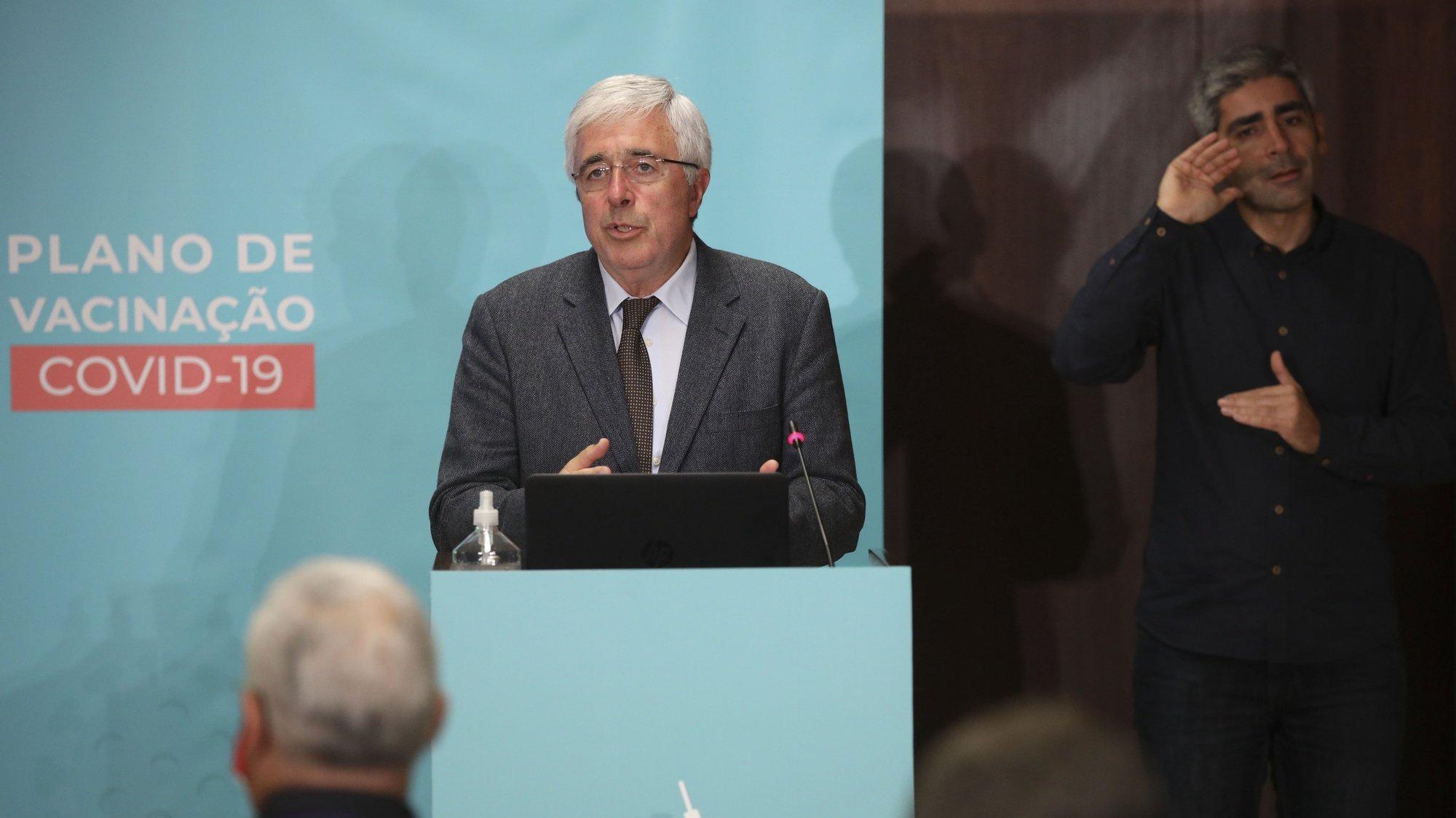 Francisco Ramos, usa da palavra durante a sessão pública de apresentação do Plano de Vacinação de Combate à covid-19, no Infarmed – Autoridade Nacional do Medicamento e Produtos de Saúde, em Lisboa, 03 dezembro de 2020. ANDRÉ KOSTERS/LUSA