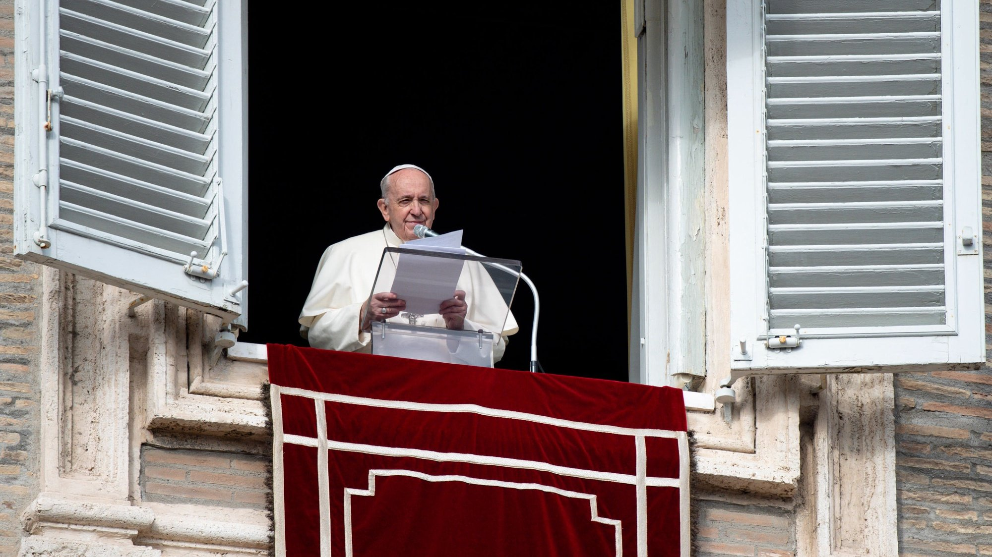epa08852535 A handout picture provided by the Vatican Media shows Pope Francis during the Angelus prayer in Saint Peter's square, Vatican City, 29 November 2020.  EPA/VATICAN MEDIA HANDOUT  HANDOUT EDITORIAL USE ONLY/NO SALES