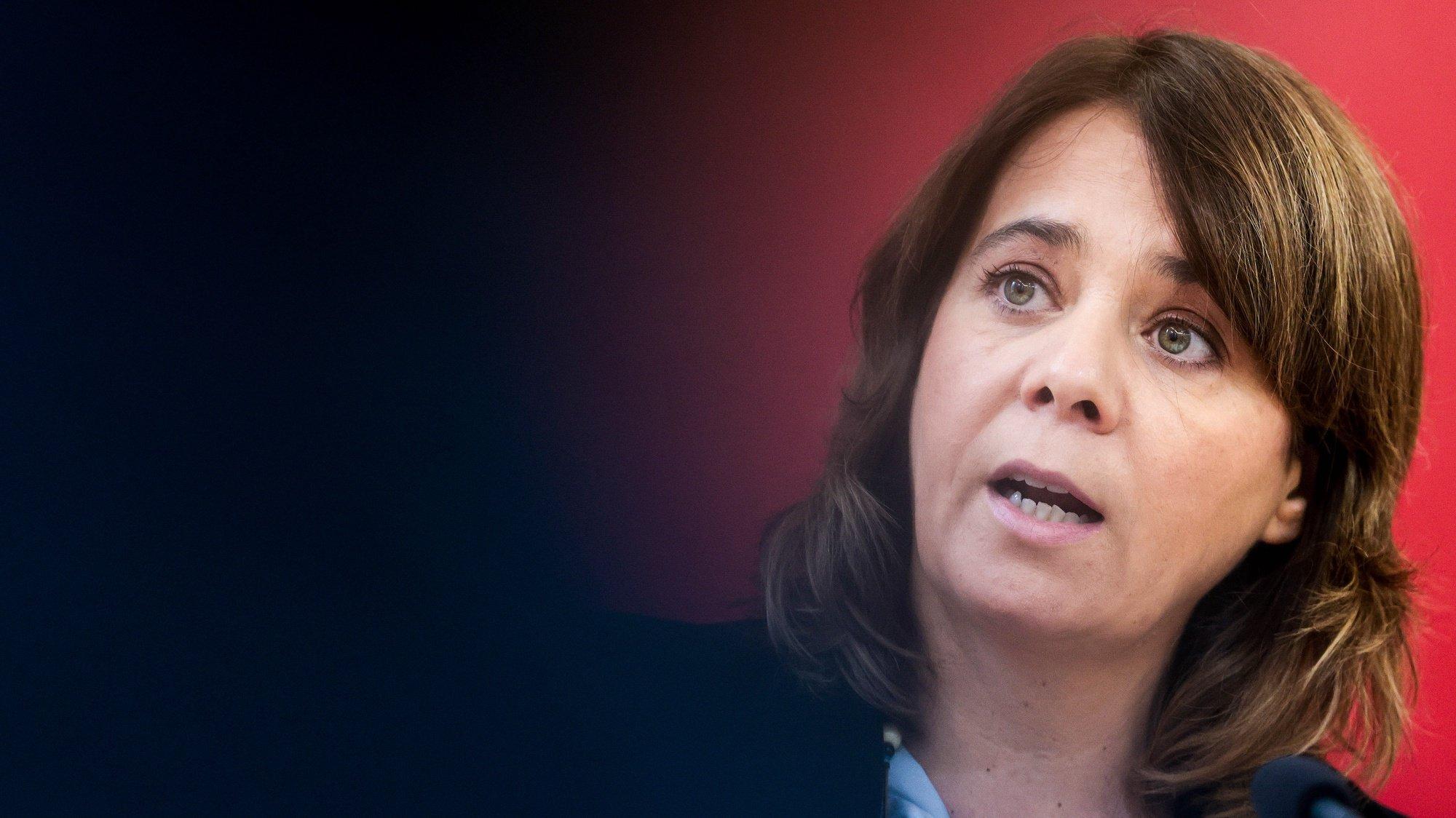 A coordenadora do Bloco de Esquerda, Catarina Martins, apresenta propostas do Bloco para apoiar a economia e proteger o trabalho, durante uma conferência de imprensa na sede Nacional do Bloco de Esquerda, em Lisboa, 07 de dezembro de 2020. JOSE SENA GOULAO/LUSA
