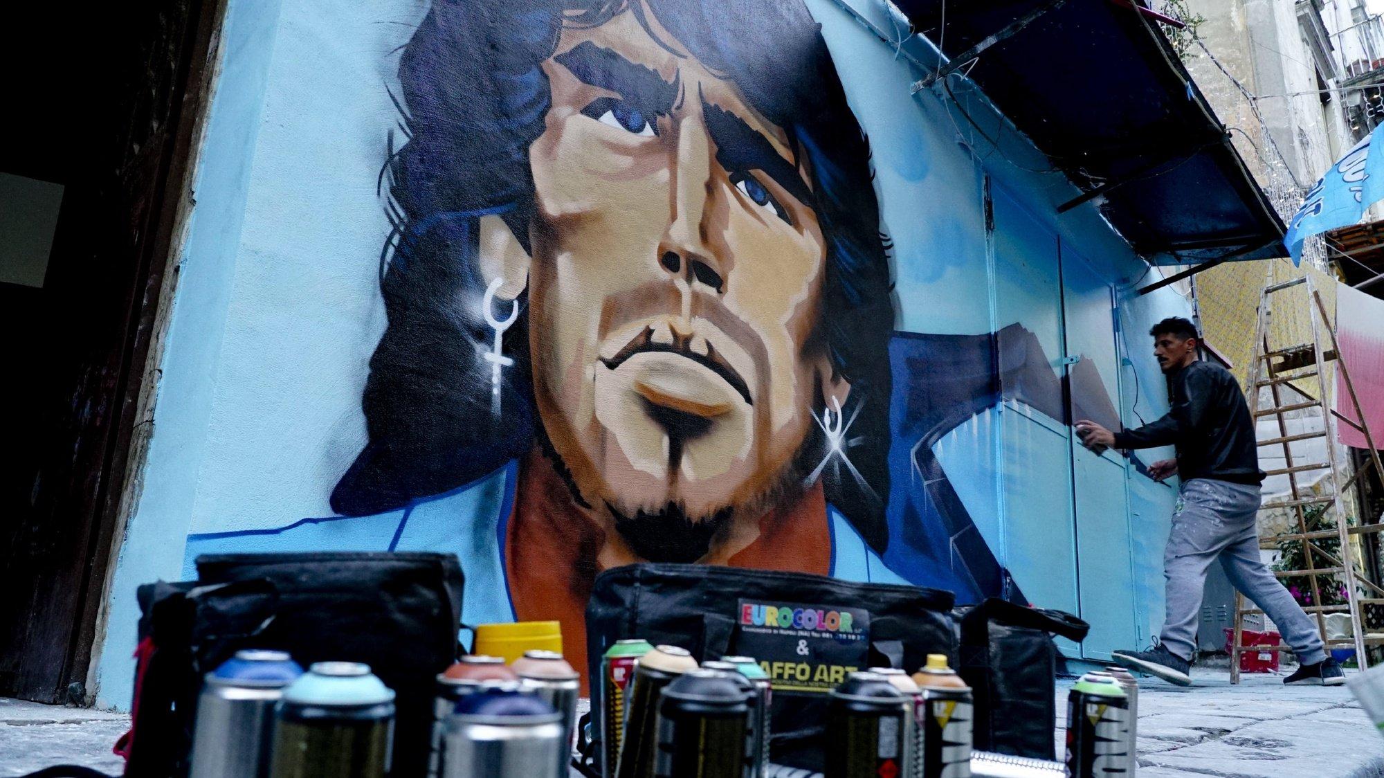 epa08849390 The mural of Diego Armando Maradona created by the writer Raffo Art in the Sanità district in Naples, Italy, 28 November 2020.  EPA/CIRO FUSCO